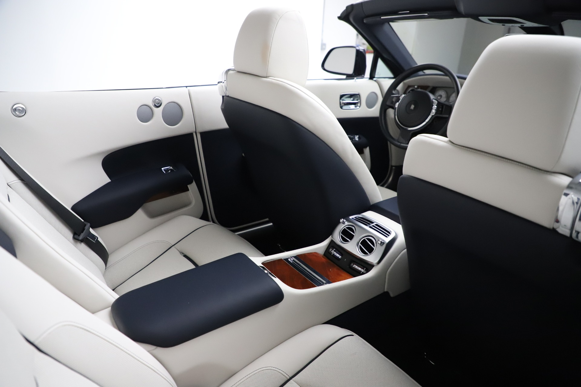 Used 2016 Rolls-Royce Dawn  For Sale In Greenwich, CT 553_p32