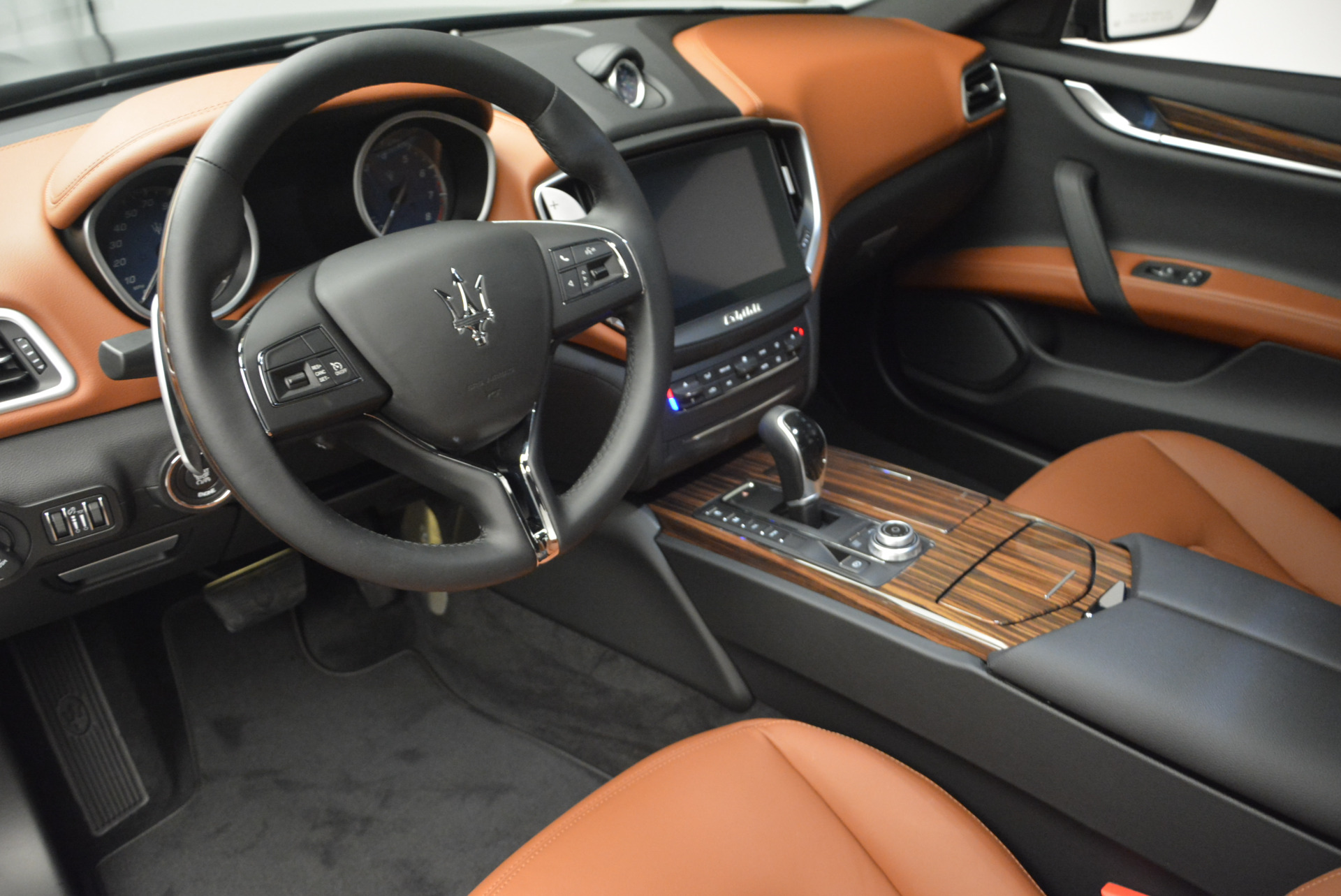 Used 2017 Maserati Ghibli S Q4  EX-LOANER For Sale In Greenwich, CT 565_p13
