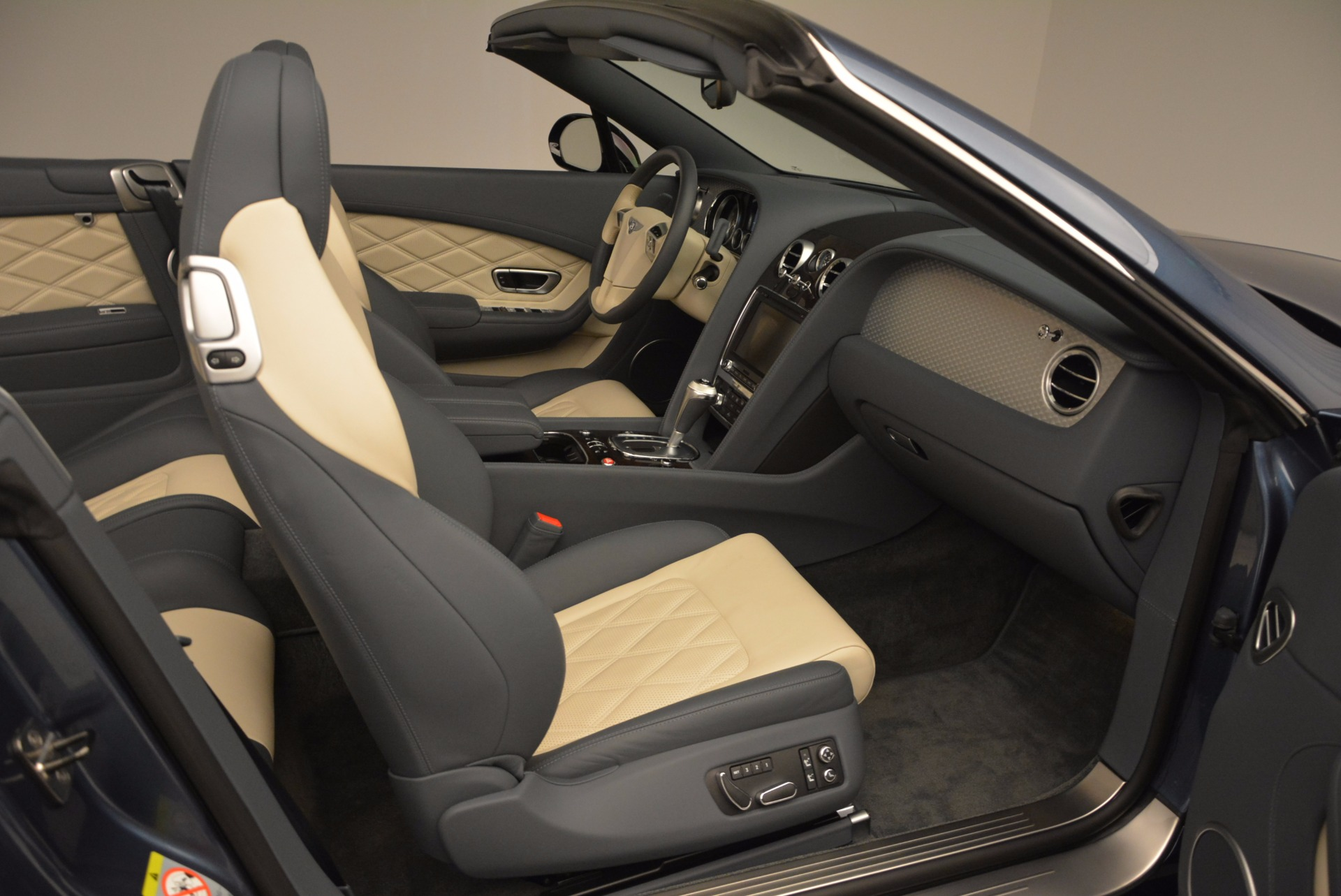 Used 2014 Bentley Continental GT V8 S Convertible  For Sale In Greenwich, CT 600_p44