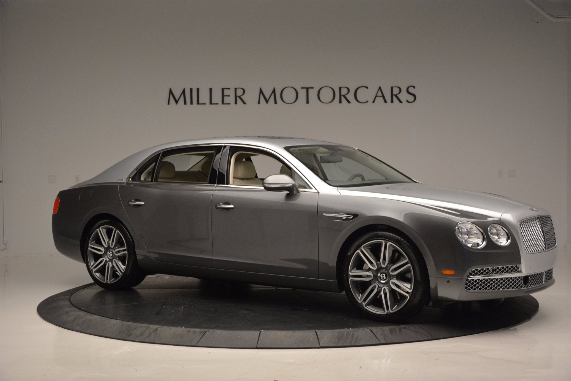 Used 2016 Bentley Flying Spur W12  For Sale In Greenwich, CT 617_p10