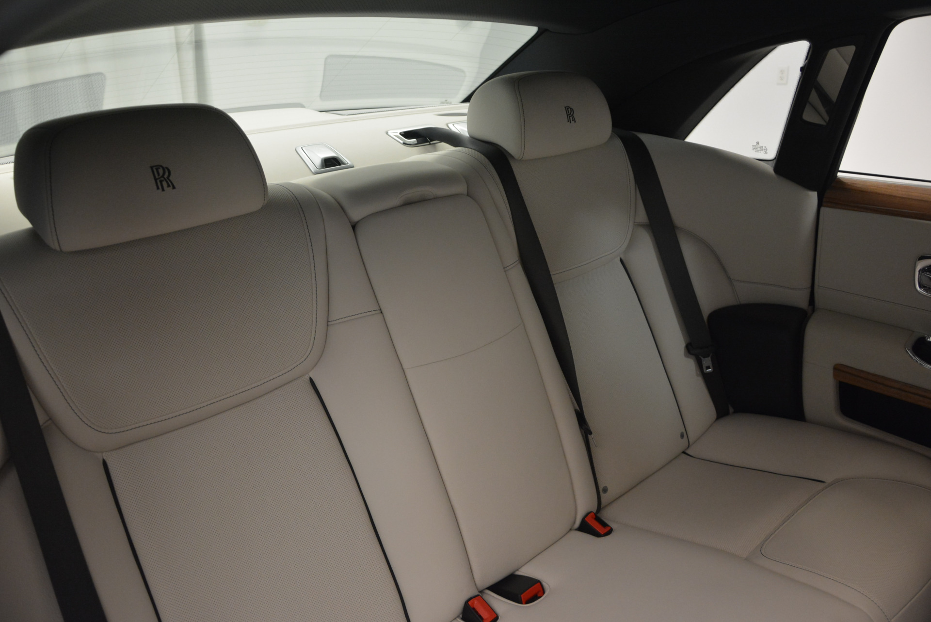 Used 2016 ROLLS-ROYCE GHOST SERIES II  For Sale In Greenwich, CT 634_p38