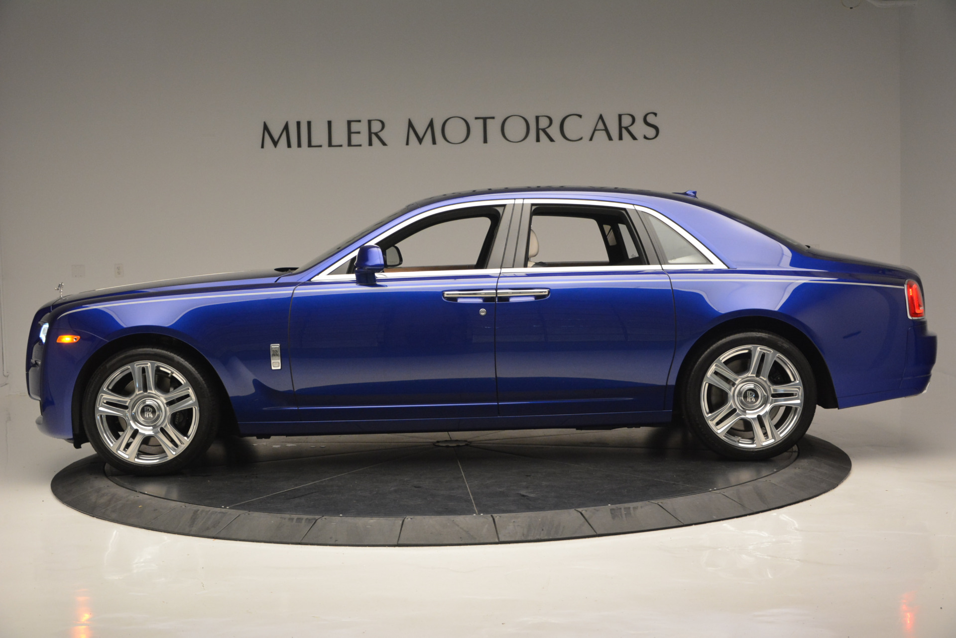 Used 2016 ROLLS-ROYCE GHOST SERIES II  For Sale In Greenwich, CT 634_p4