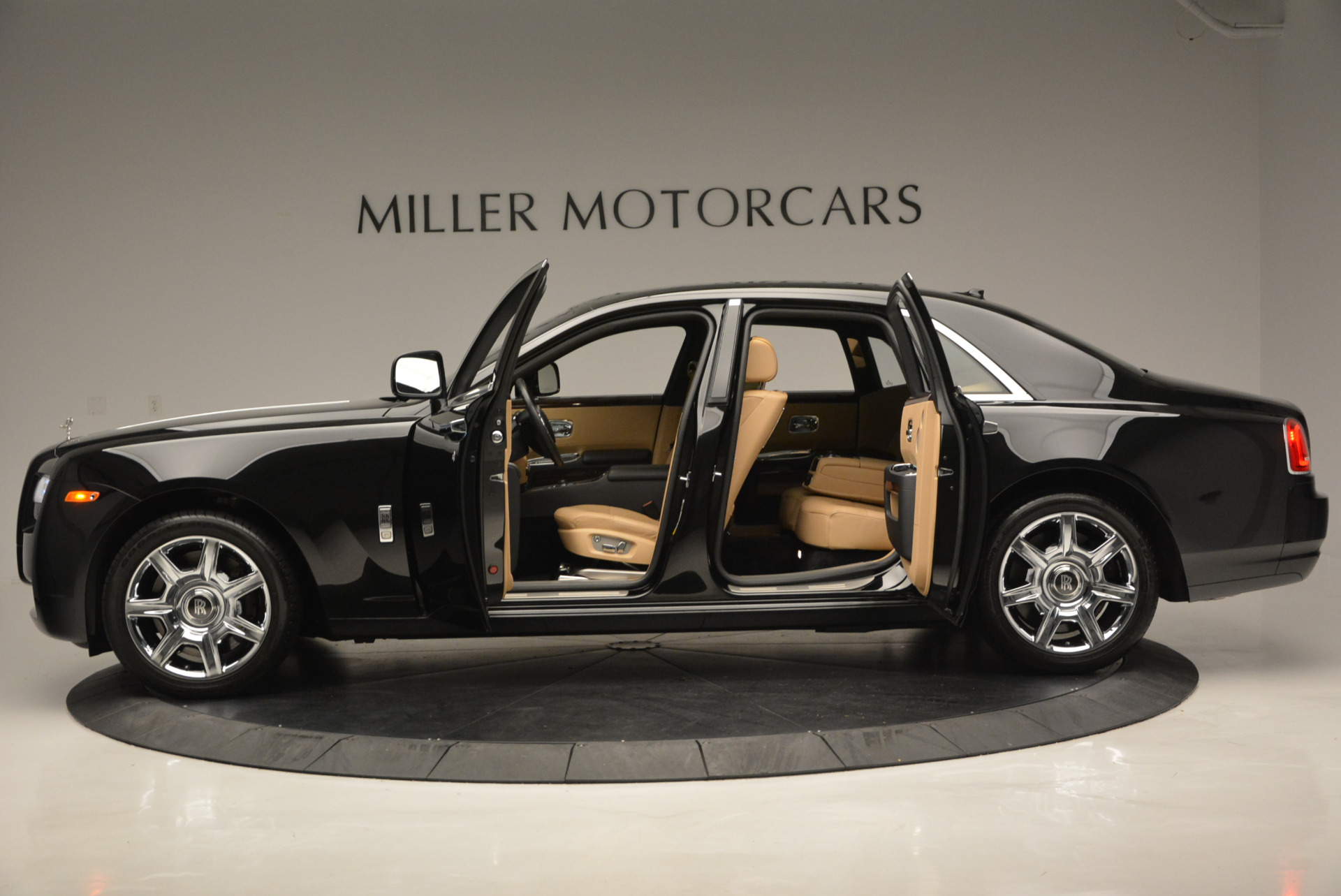 Used 2011 Rolls-Royce Ghost  For Sale In Greenwich, CT 648_p15