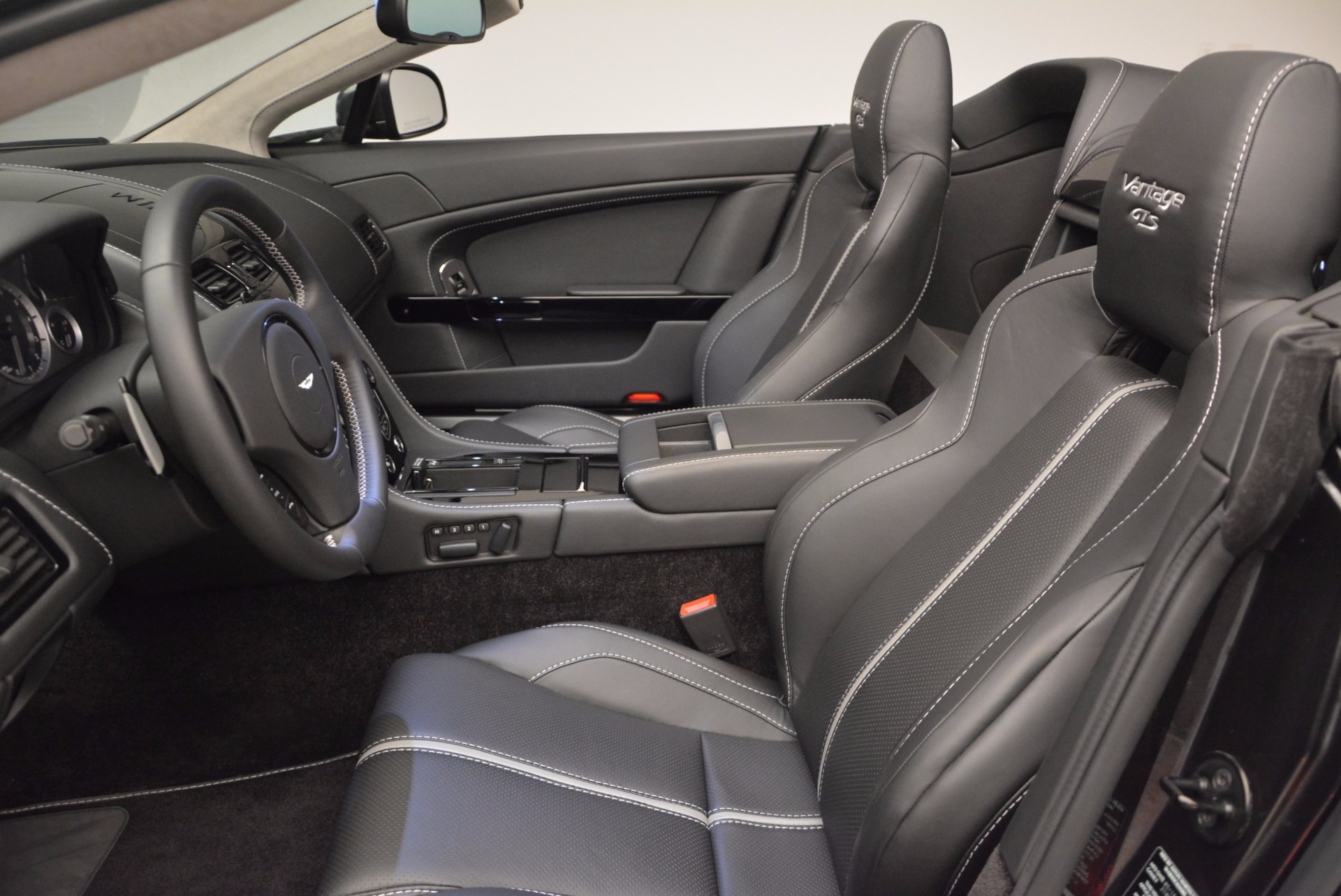 Used 2016 Aston Martin V8 Vantage S Roadster For Sale In Greenwich, CT 652_p25