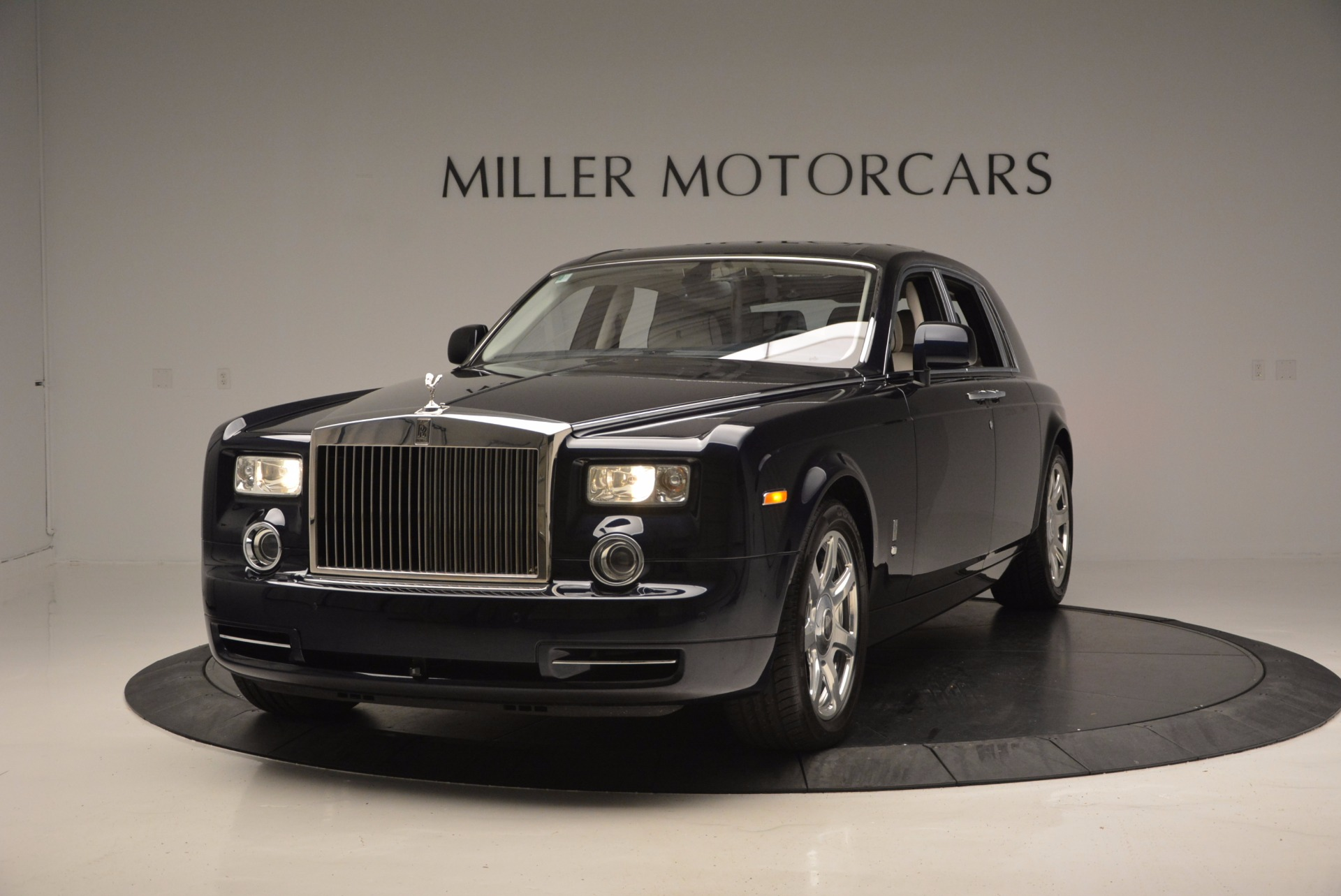 Used 2011 Rolls-Royce Phantom  For Sale In Greenwich, CT 661_main