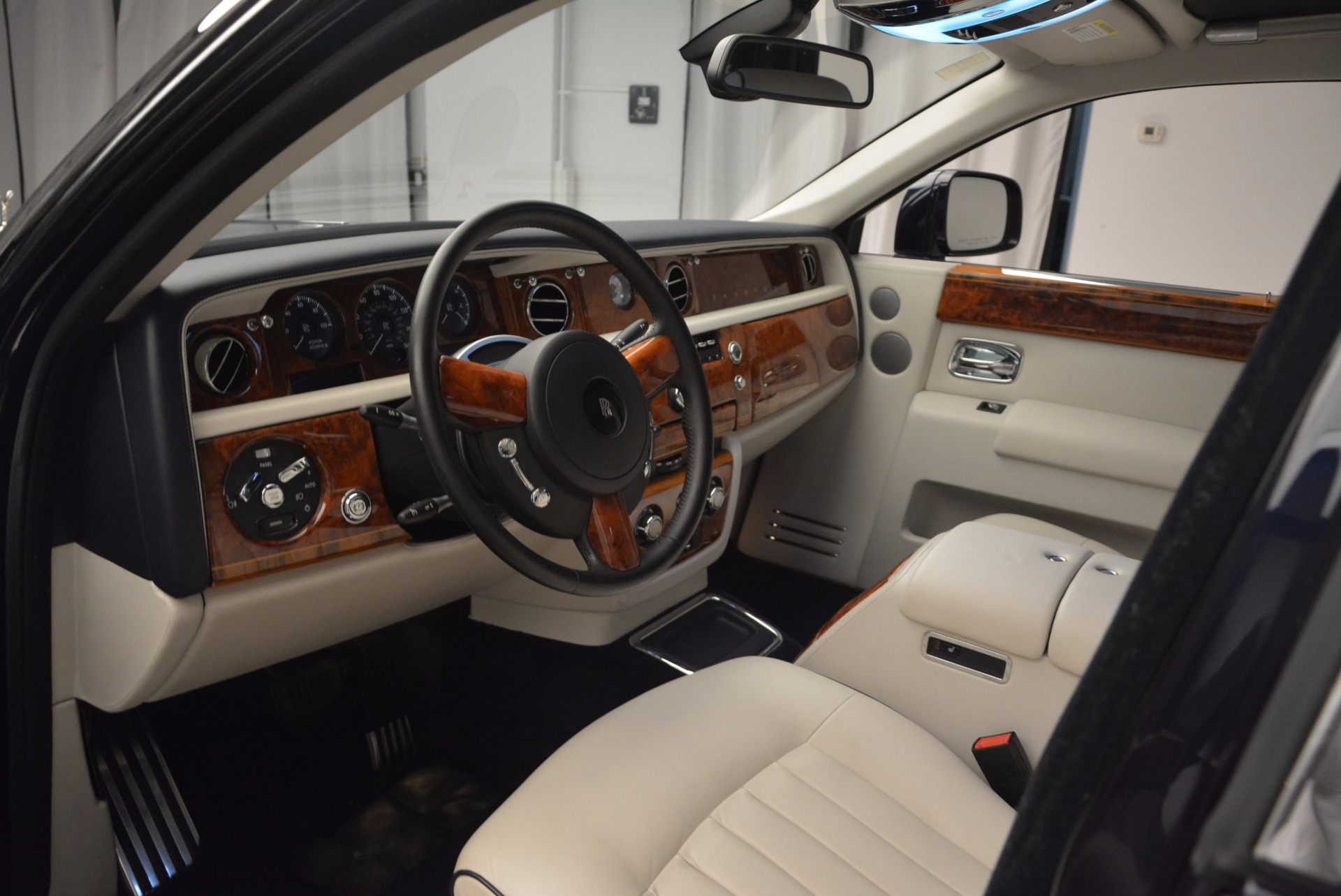 Used 2011 Rolls-Royce Phantom  For Sale In Greenwich, CT 661_p10
