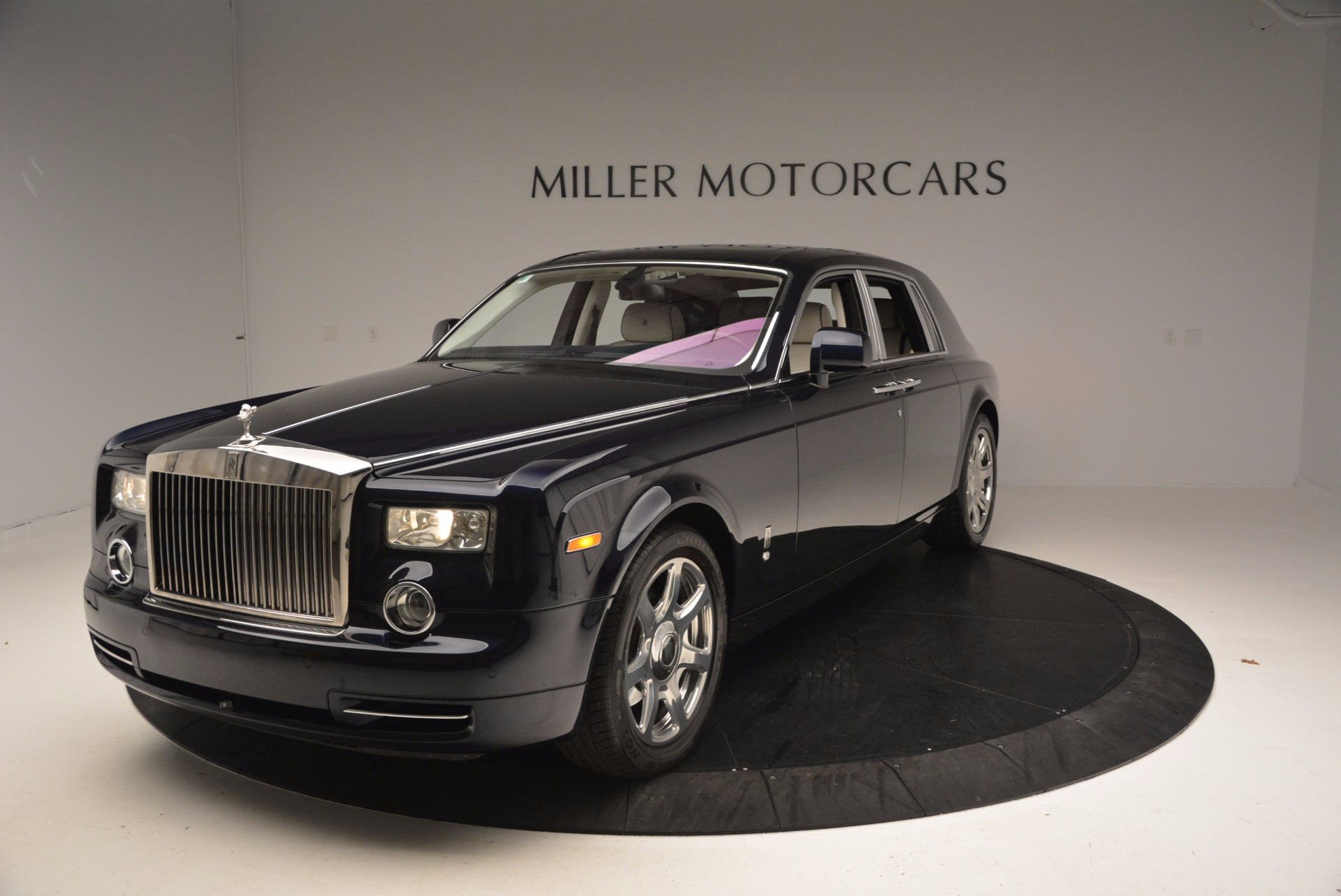 Used 2011 Rolls-Royce Phantom  For Sale In Greenwich, CT 661_p2