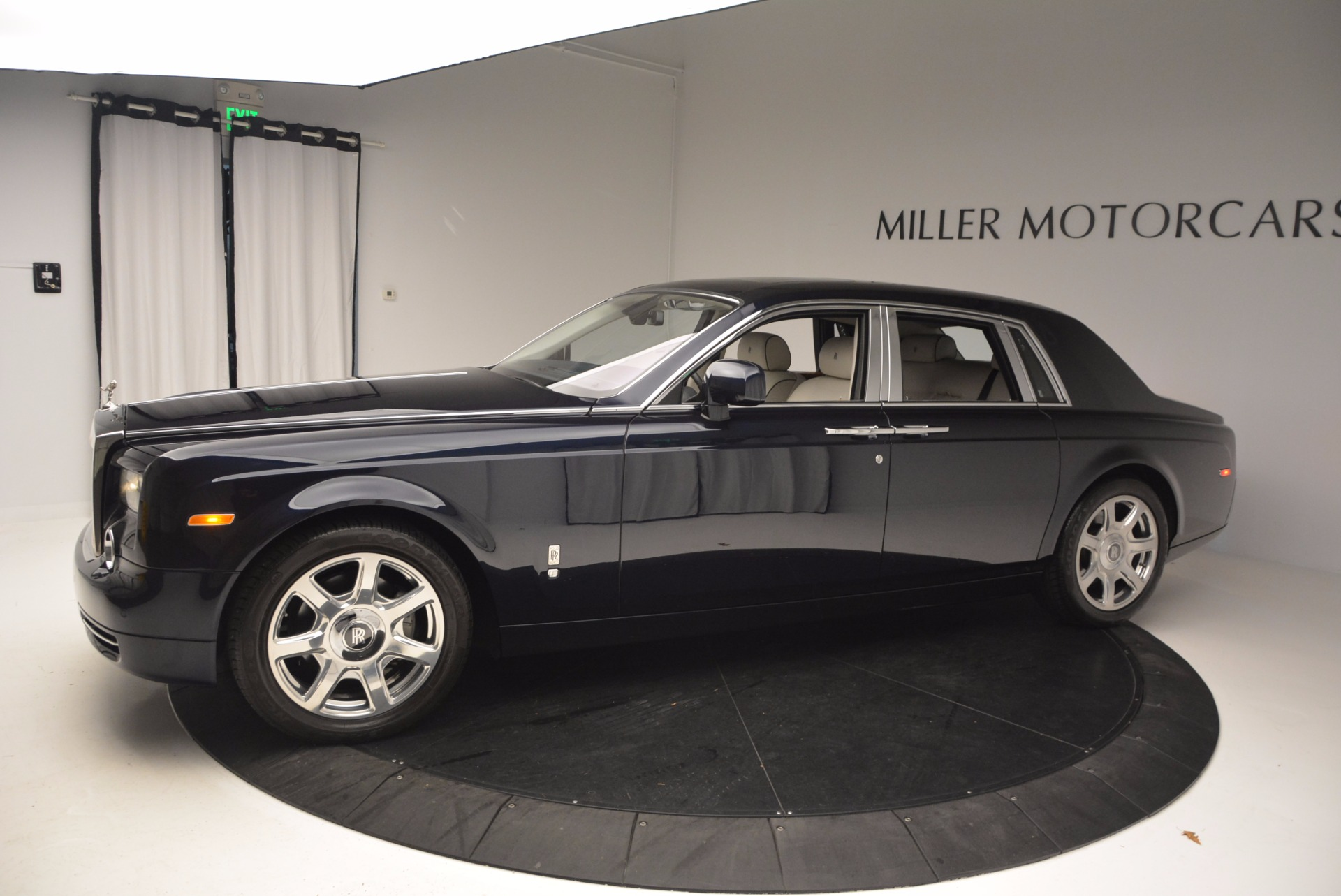 Used 2011 Rolls-Royce Phantom  For Sale In Greenwich, CT 661_p3