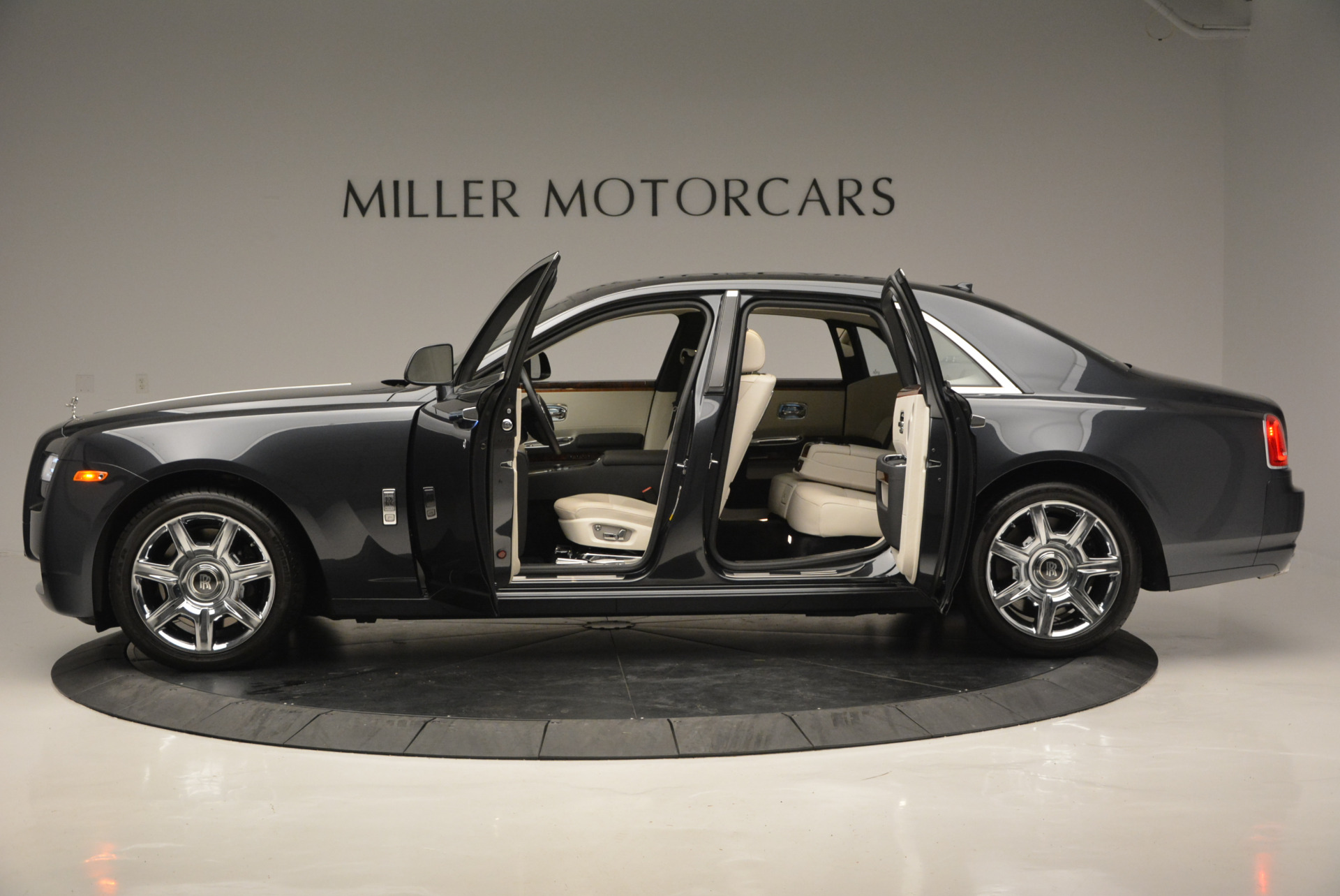 Used 2013 Rolls-Royce Ghost  For Sale In Greenwich, CT 702_p15