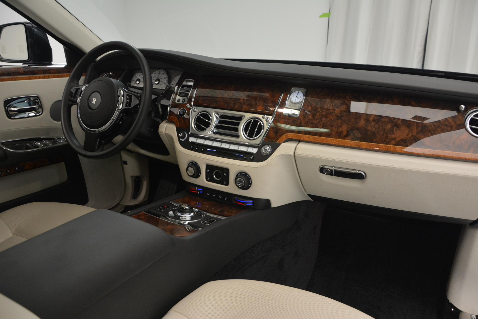 Used 2013 Rolls-Royce Ghost  For Sale In Greenwich, CT 702_p34
