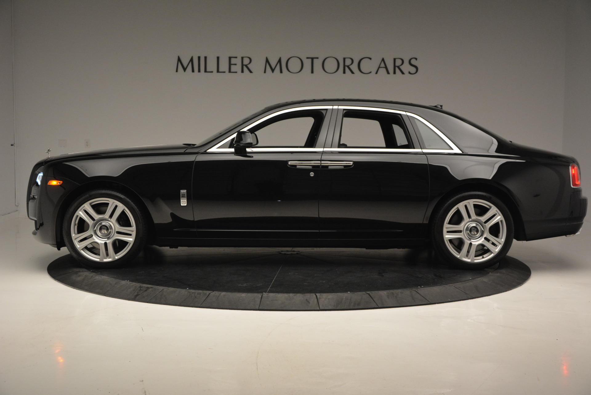 Used 2016 Rolls-Royce Ghost Series II  For Sale In Greenwich, CT 703_p3