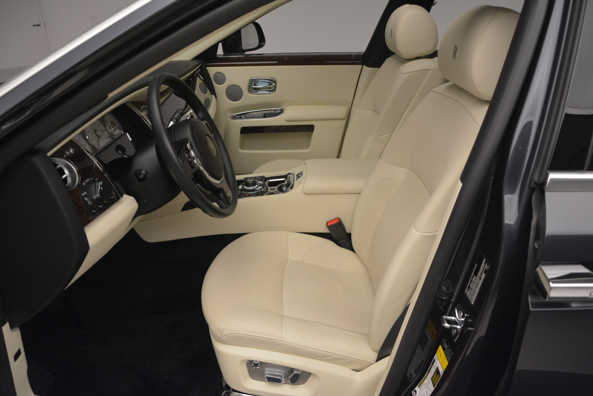 Used 2013 Rolls-Royce Ghost  For Sale In Greenwich, CT 739_p24