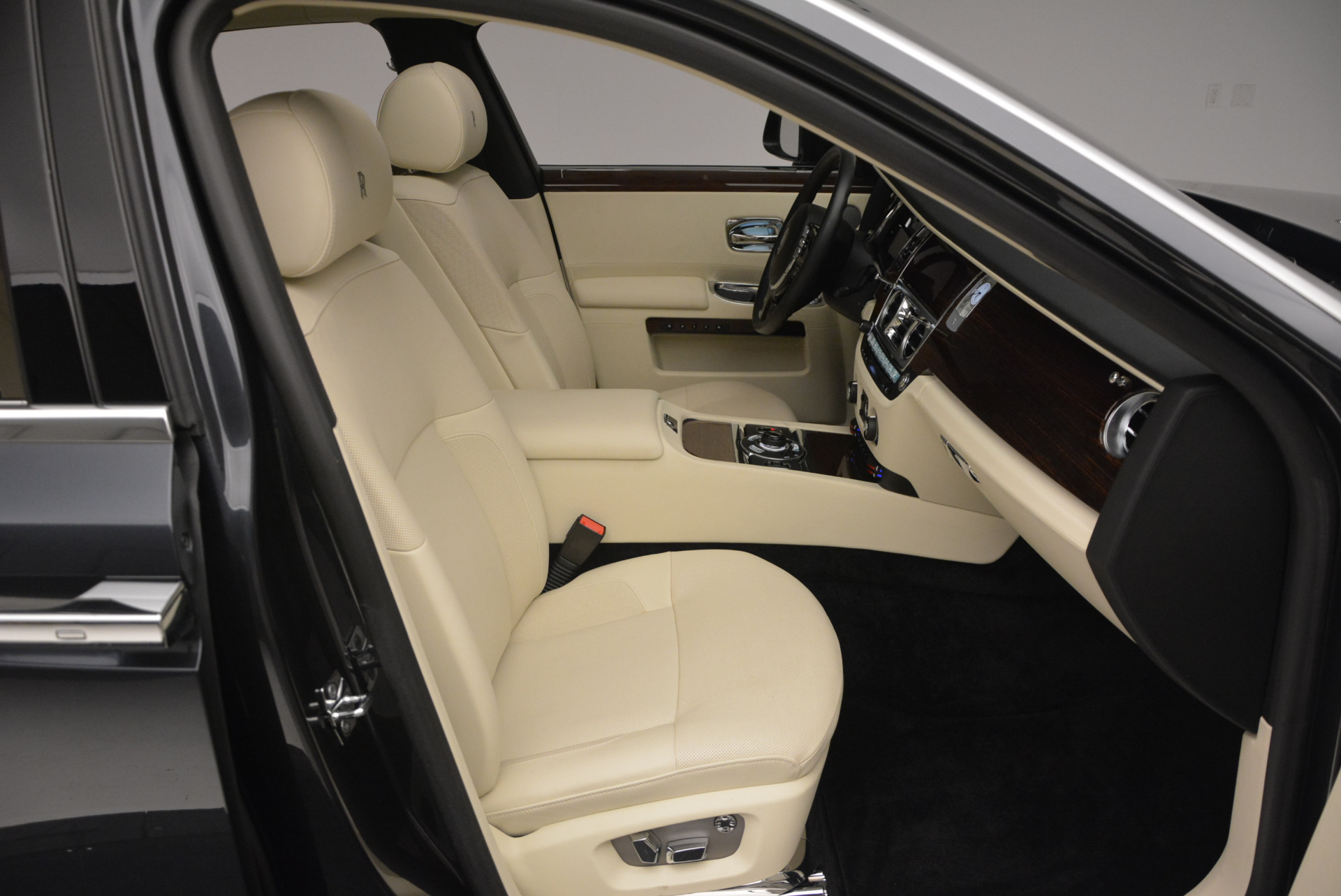 Used 2013 Rolls-Royce Ghost  For Sale In Greenwich, CT 739_p45