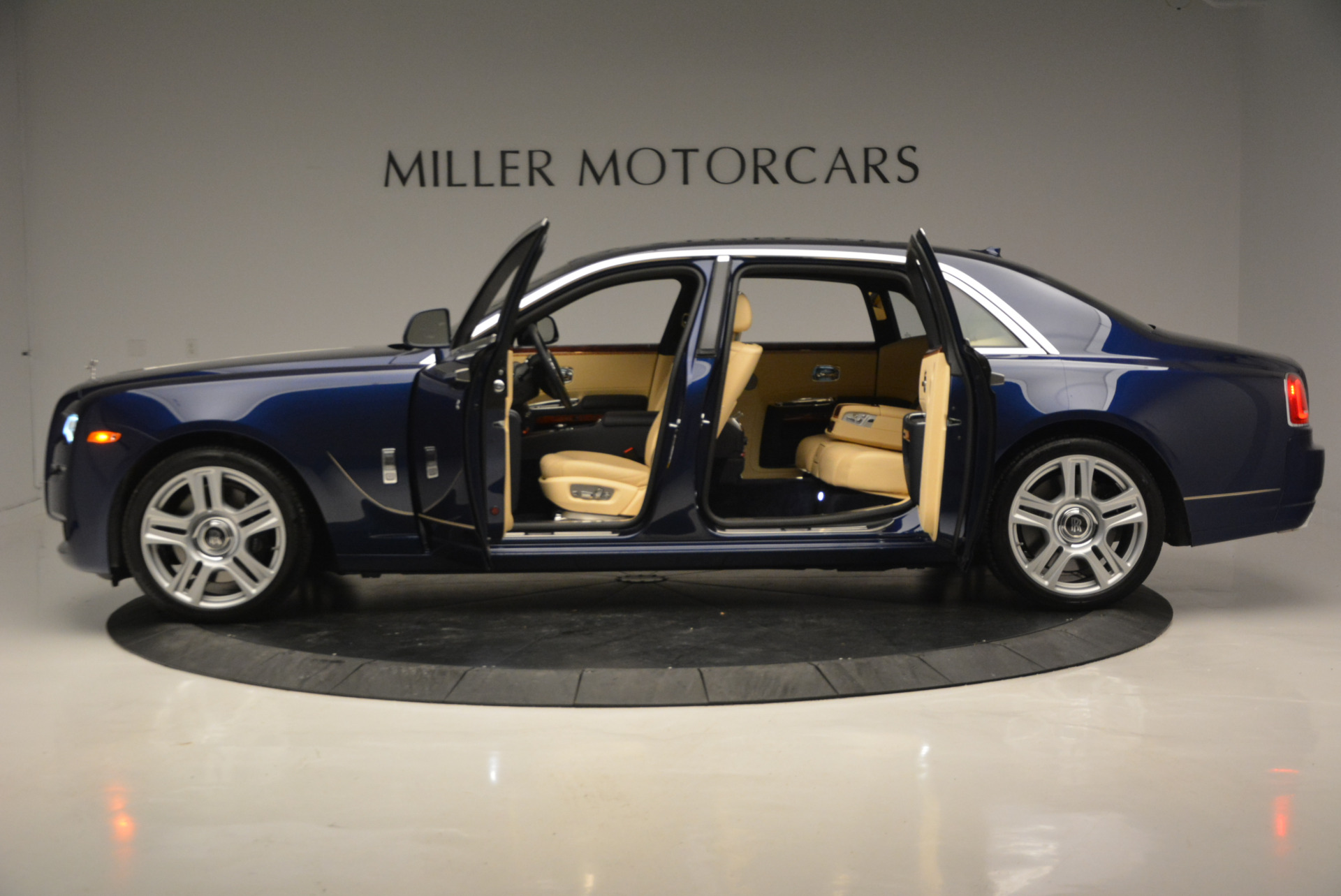 Used 2016 Rolls-Royce Ghost EWB For Sale In Greenwich, CT 746_p14