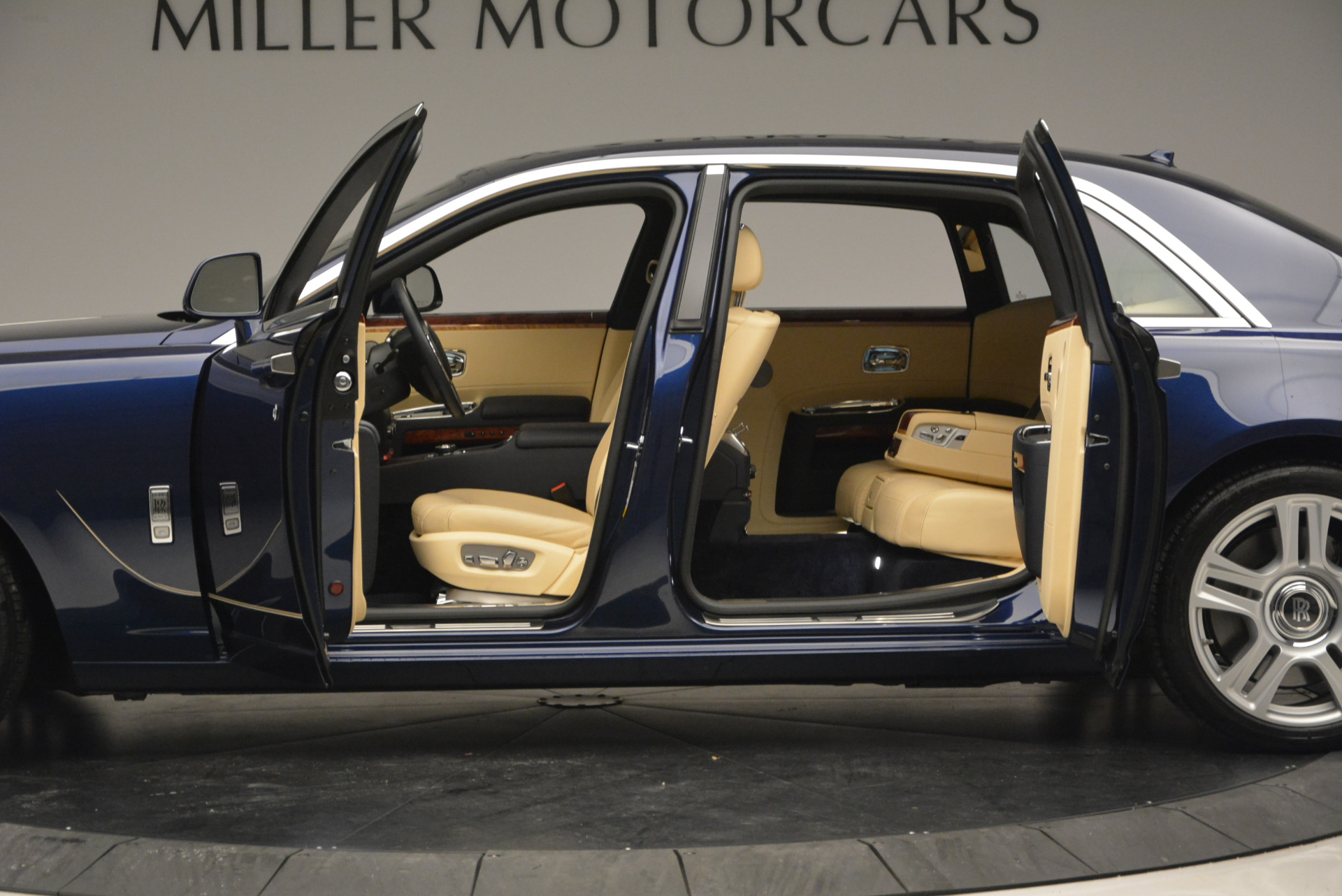 Used 2016 Rolls-Royce Ghost EWB For Sale In Greenwich, CT 746_p15
