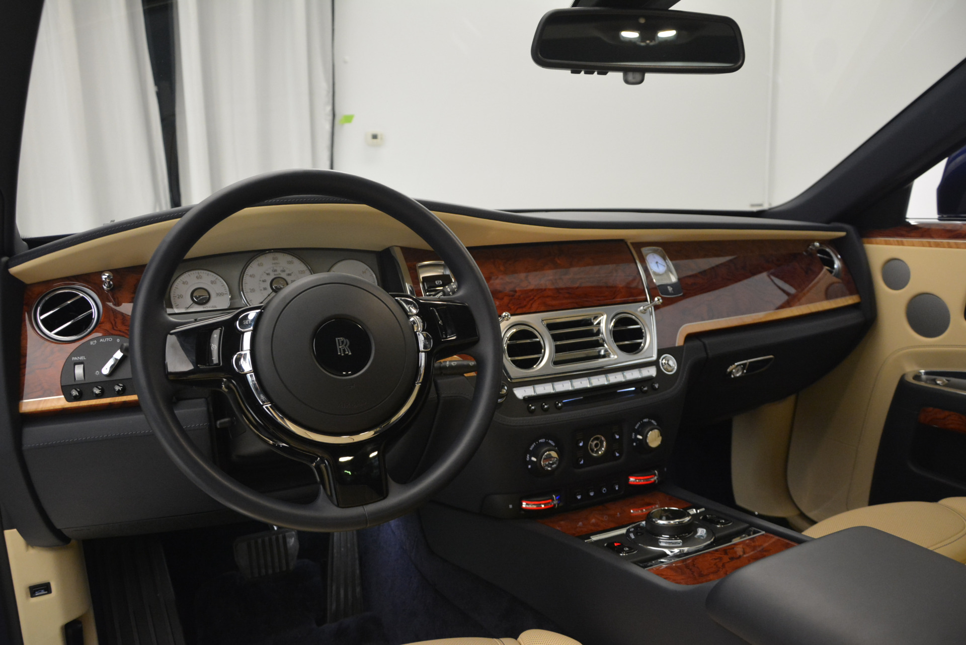 Used 2016 Rolls-Royce Ghost EWB For Sale In Greenwich, CT 746_p19