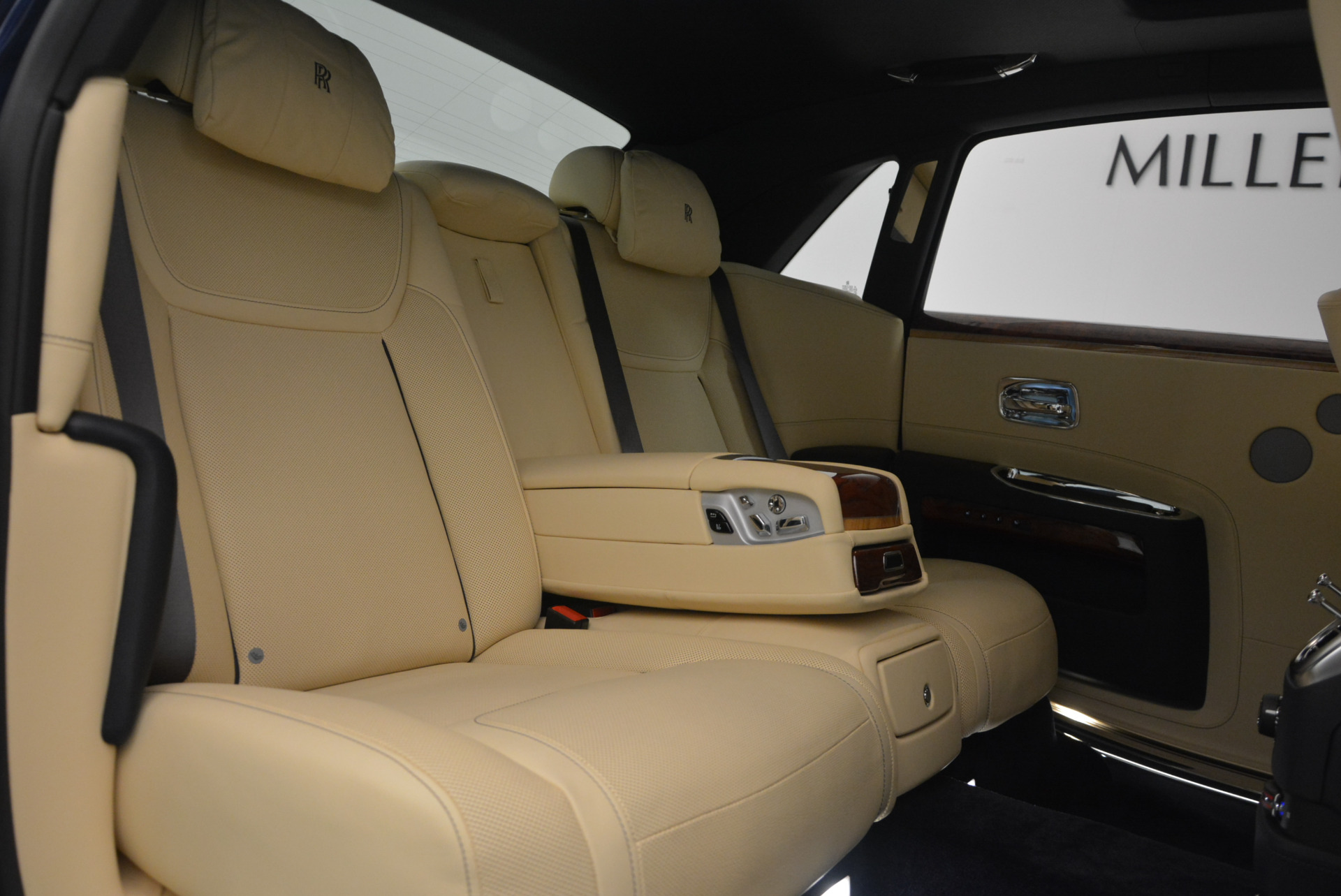Used 2016 Rolls-Royce Ghost EWB For Sale In Greenwich, CT 746_p37