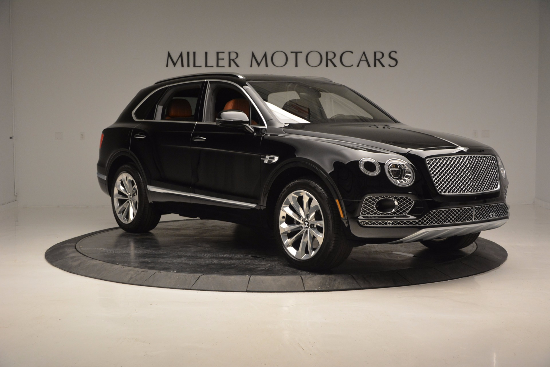 Used 2017 Bentley Bentayga  For Sale In Greenwich, CT 758_p11