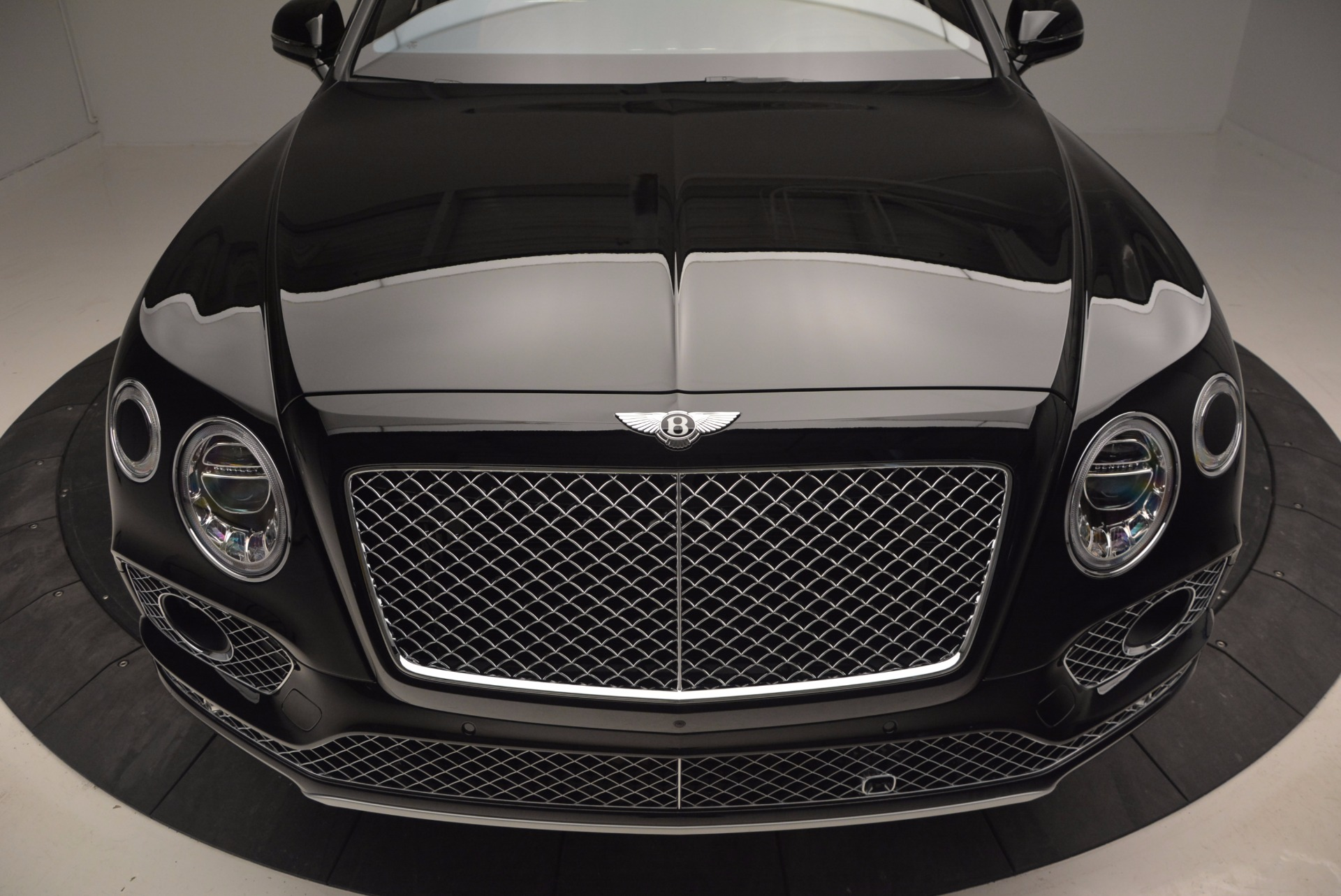 Used 2017 Bentley Bentayga  For Sale In Greenwich, CT 758_p13