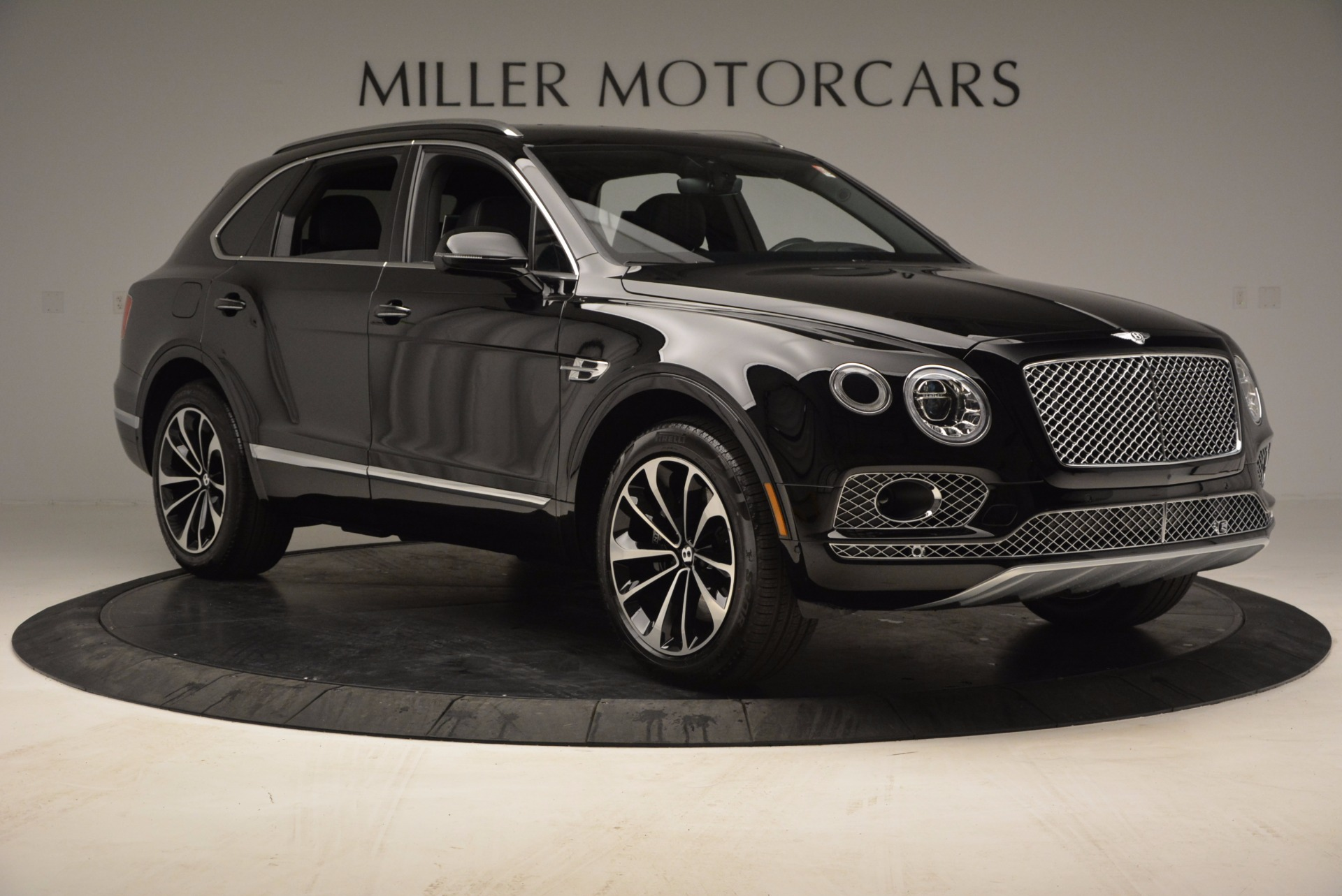 Used 2017 Bentley Bentayga  For Sale In Greenwich, CT 853_p11