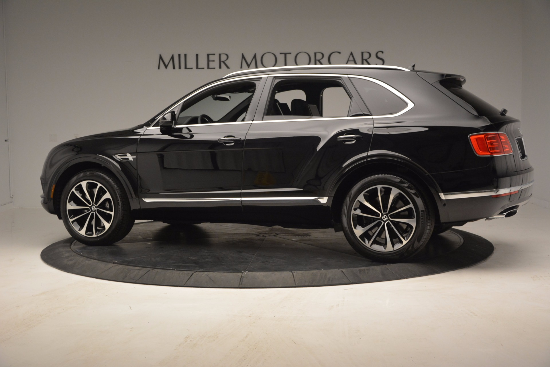 Used 2017 Bentley Bentayga  For Sale In Greenwich, CT 853_p4