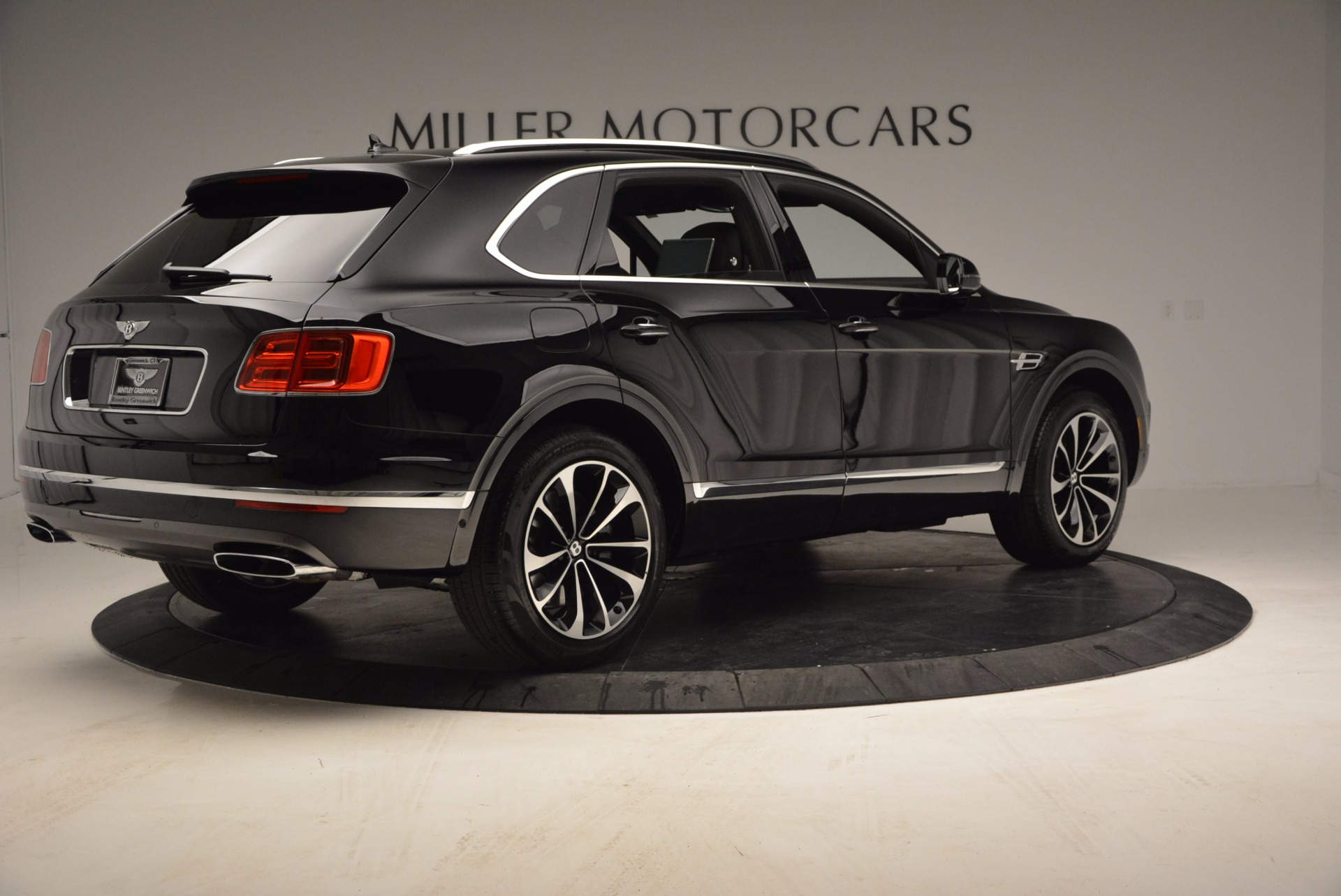 Used 2017 Bentley Bentayga  For Sale In Greenwich, CT 853_p8