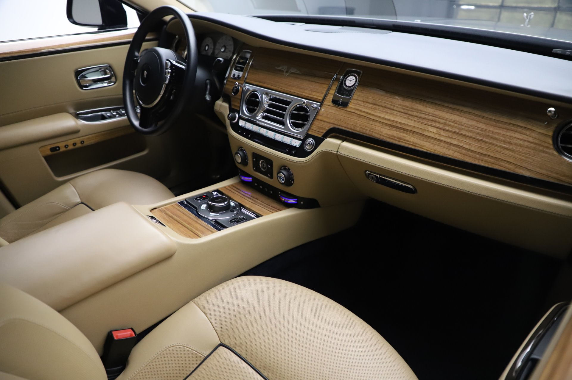 Used 2014 Rolls-Royce Ghost V-Spec For Sale In Greenwich, CT 858_p12