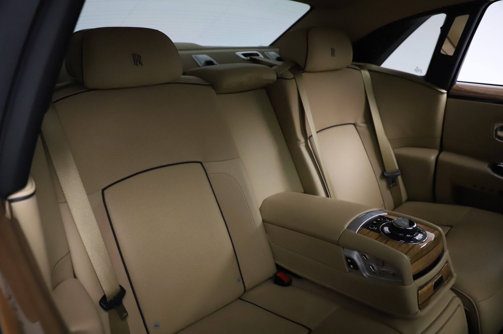 Used 2014 Rolls-Royce Ghost V-Spec For Sale In Greenwich, CT 858_p13