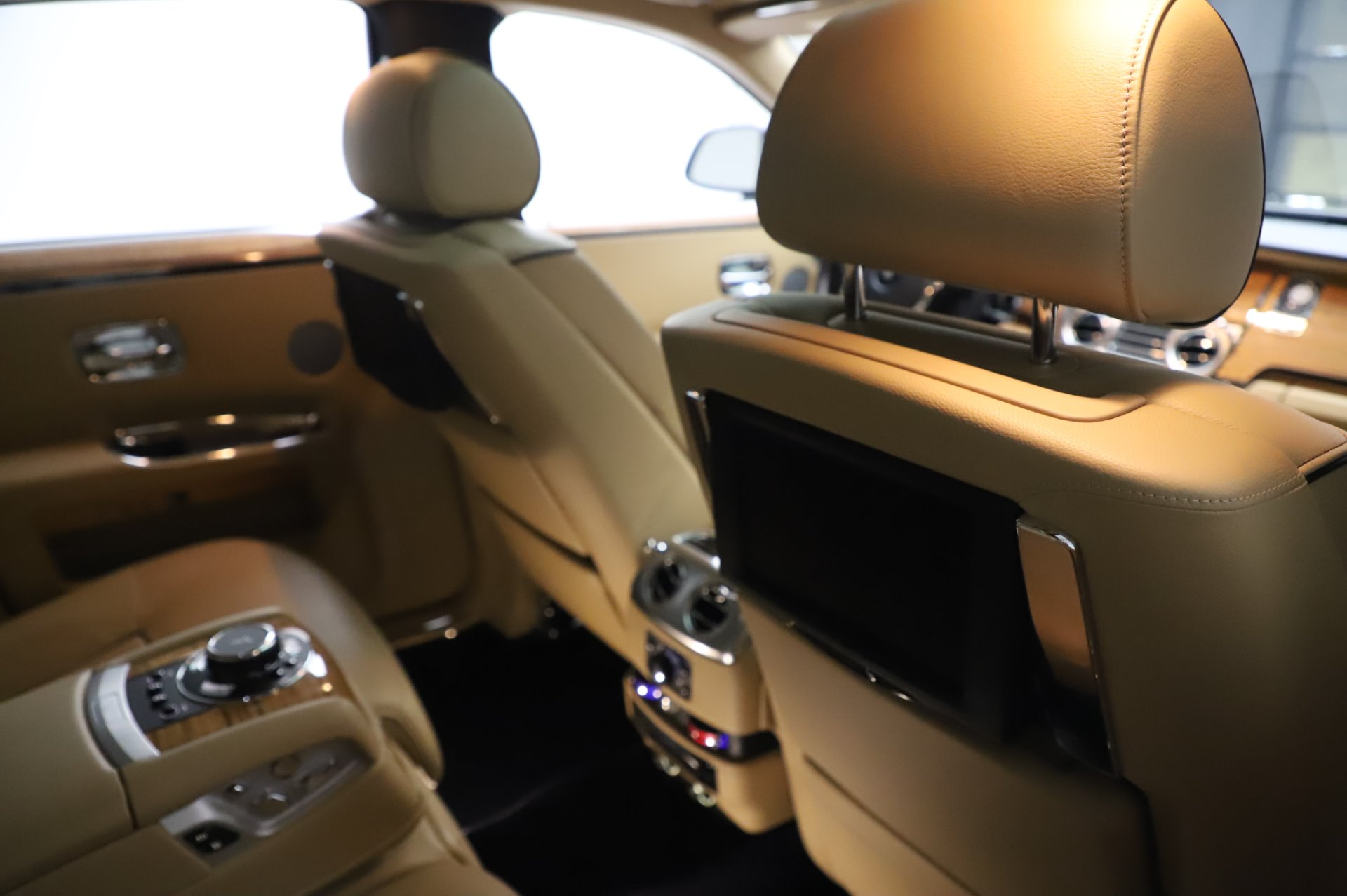 Used 2014 Rolls-Royce Ghost V-Spec For Sale In Greenwich, CT 858_p16