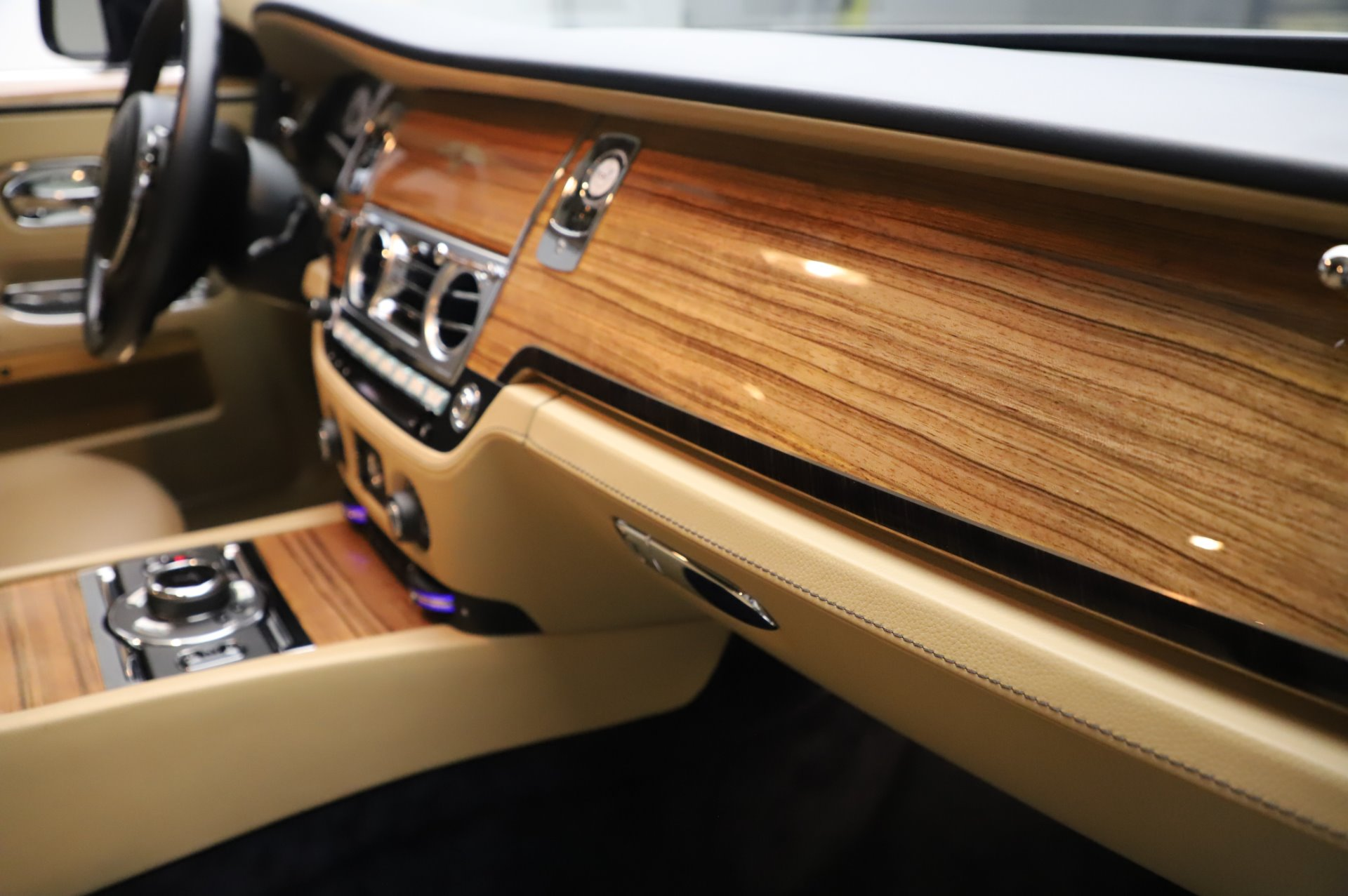 Used 2014 Rolls-Royce Ghost V-Spec For Sale In Greenwich, CT 858_p17