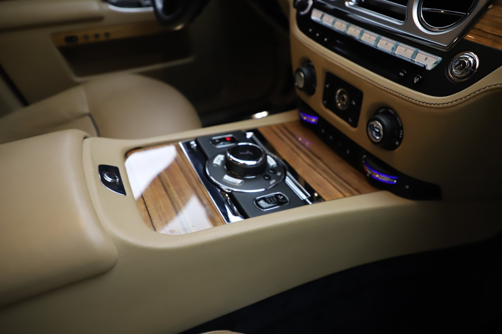 Used 2014 Rolls-Royce Ghost V-Spec For Sale In Greenwich, CT 858_p18