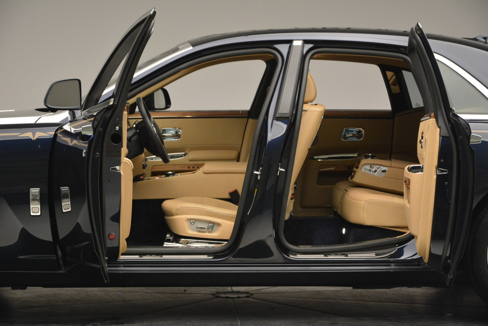 Used 2014 Rolls-Royce Ghost V-Spec For Sale In Greenwich, CT 858_p19