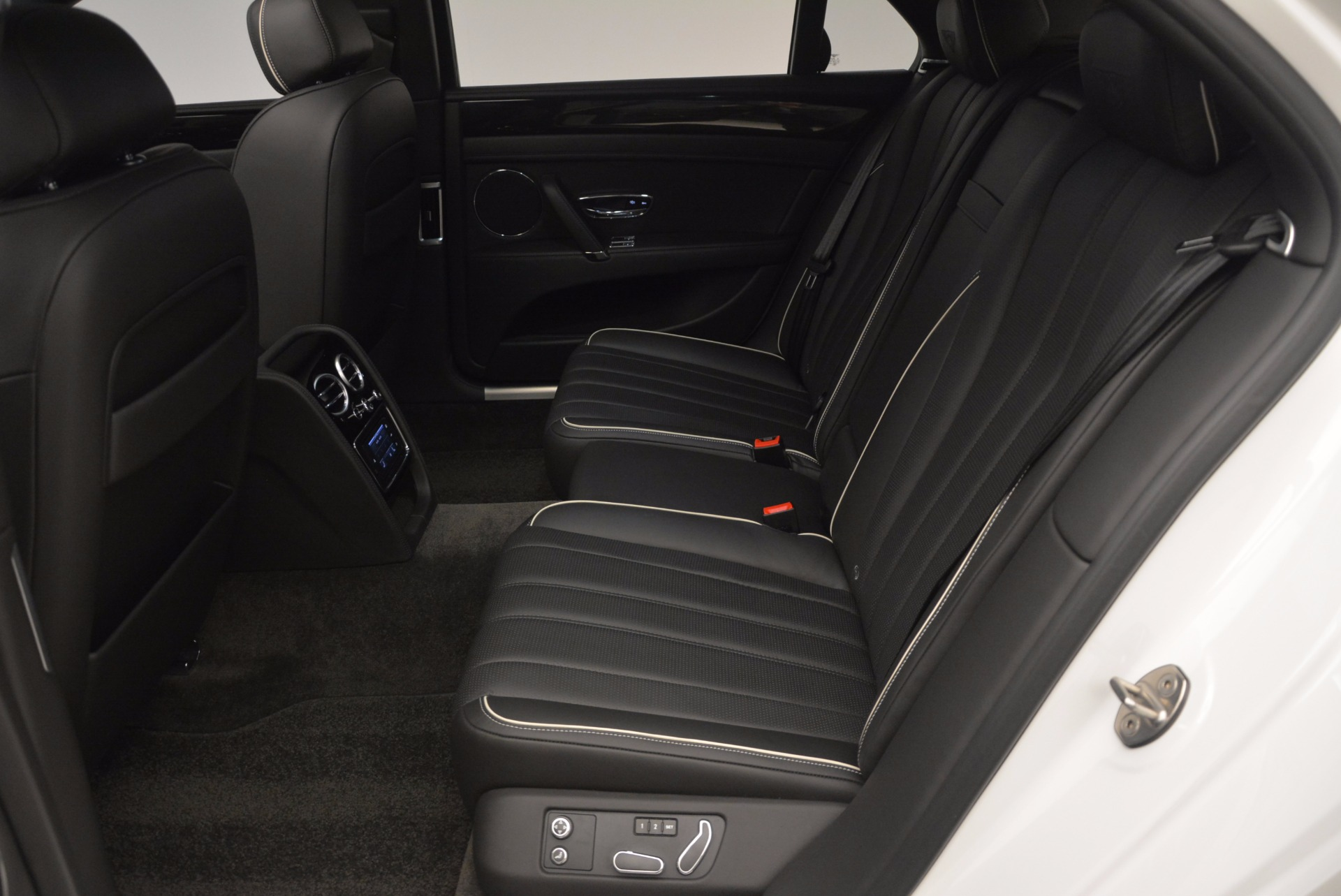 Used 2016 Bentley Flying Spur V8 For Sale In Greenwich, CT 874_p30