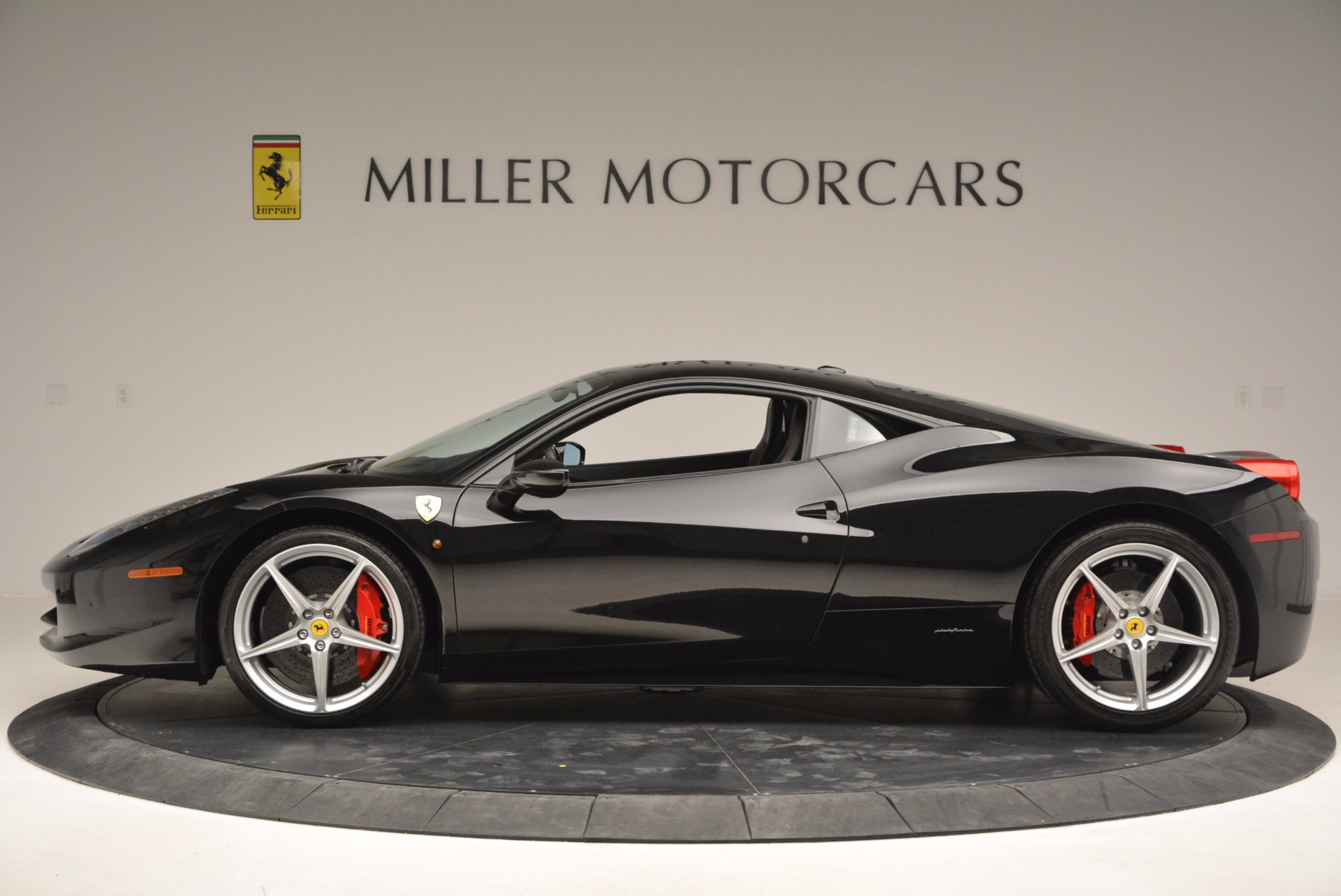 Used 2013 Ferrari 458 Italia  For Sale In Greenwich, CT 889_p3