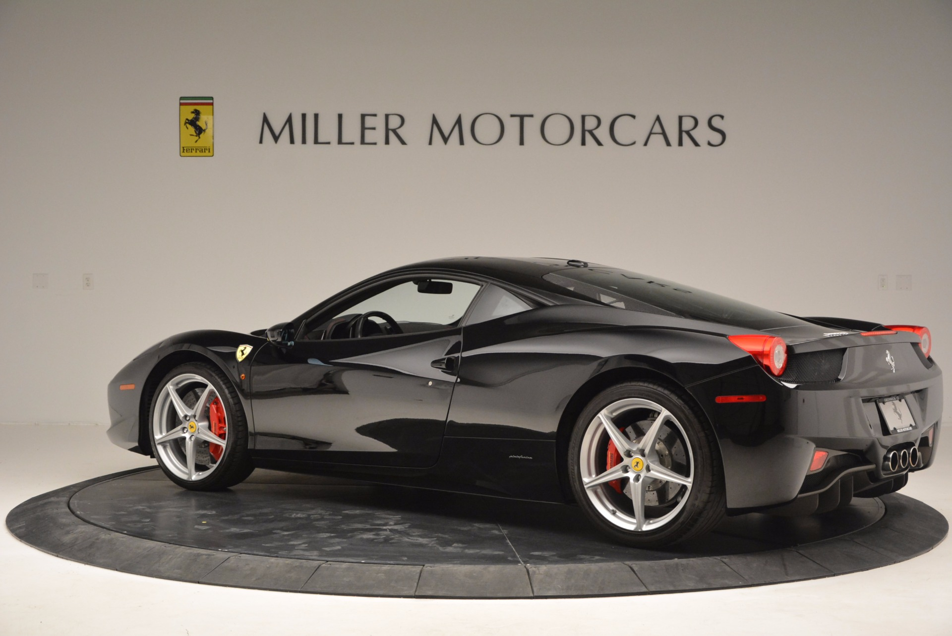 Used 2013 Ferrari 458 Italia  For Sale In Greenwich, CT 889_p4