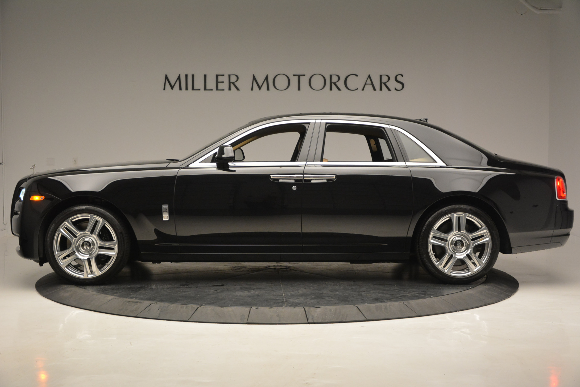 Used 2016 Rolls-Royce Ghost  For Sale In Greenwich, CT 898_p4