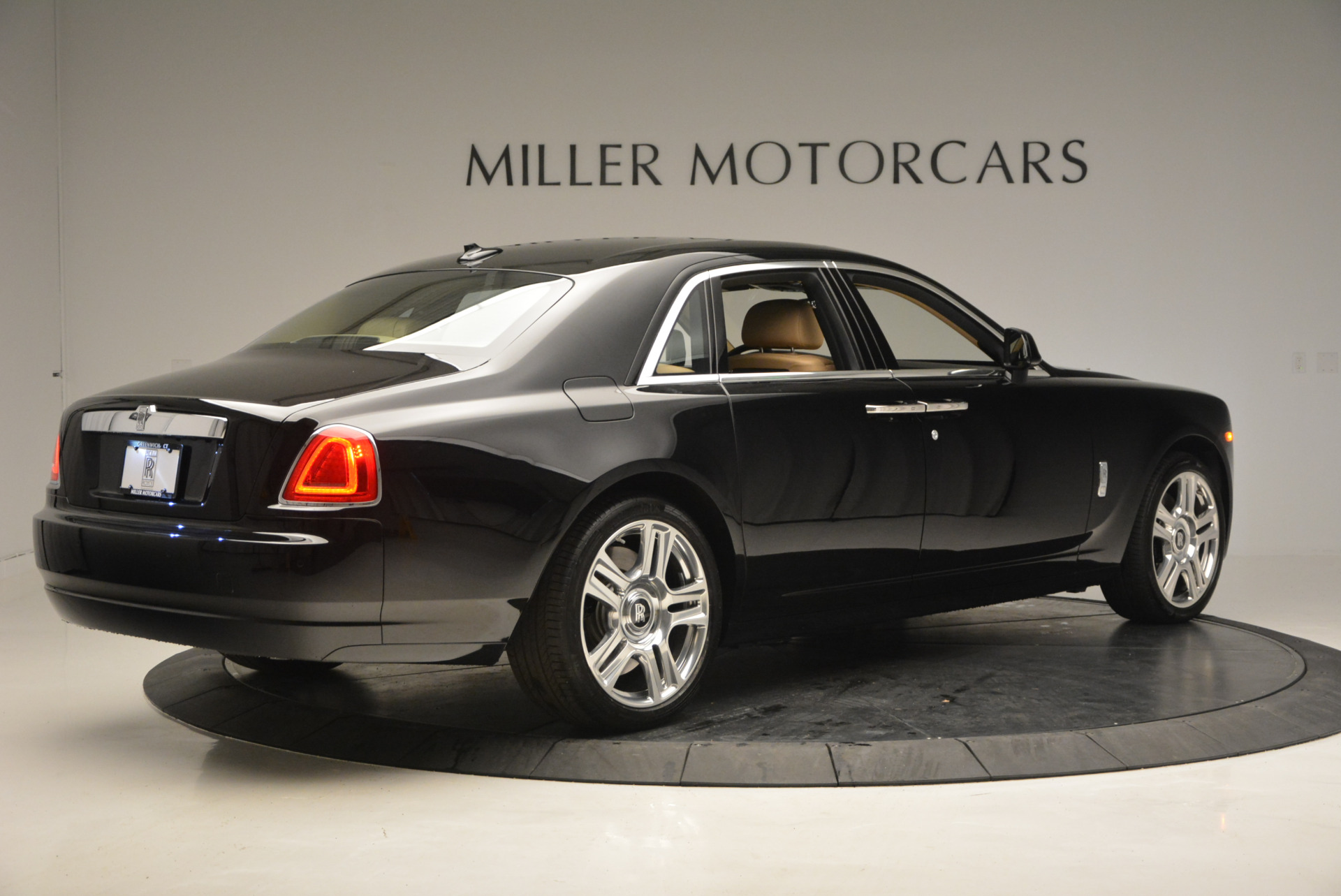 Used 2016 Rolls-Royce Ghost  For Sale In Greenwich, CT 898_p9