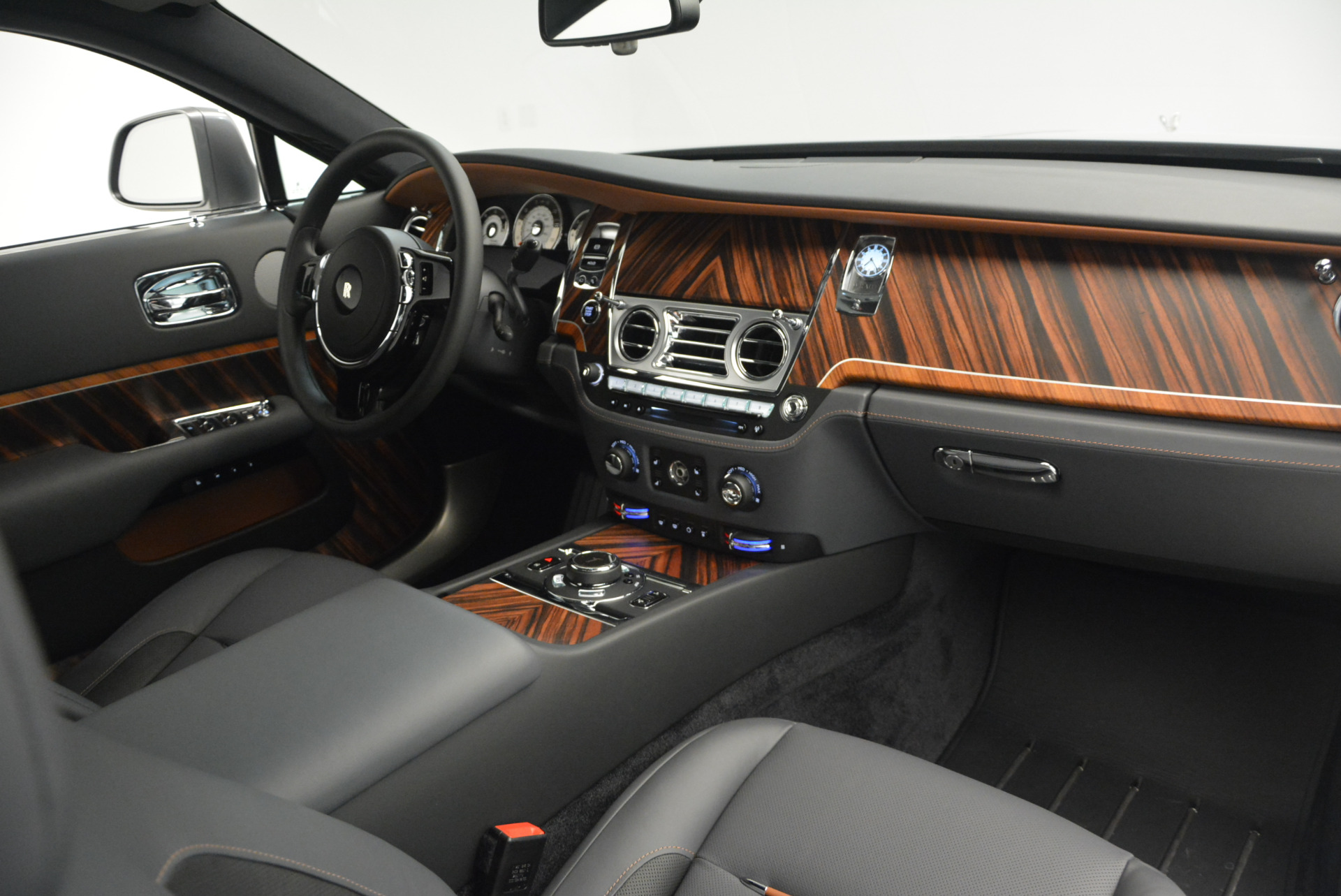 Used 2015 Rolls-Royce Wraith  For Sale In Greenwich, CT 906_p26