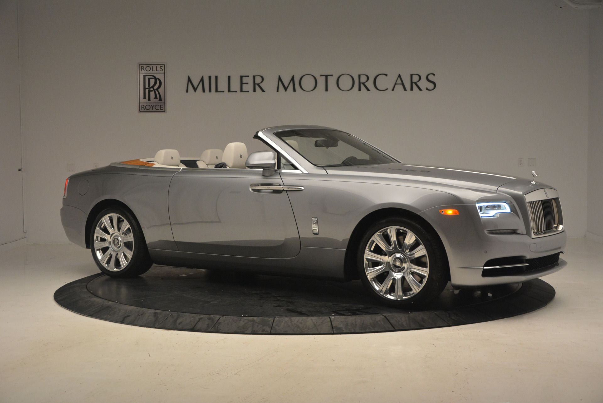 Used 2017 Rolls-Royce Dawn  For Sale In Greenwich, CT 940_p10
