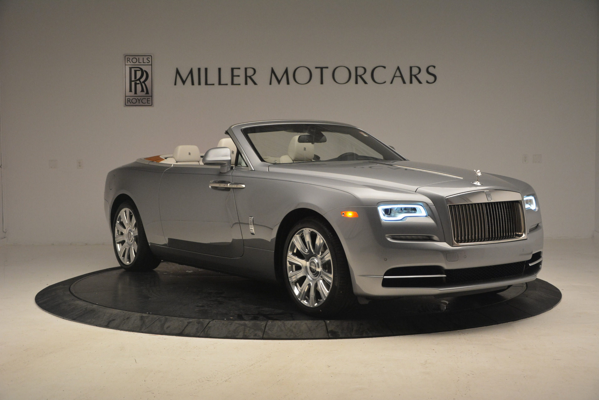 Used 2017 Rolls-Royce Dawn  For Sale In Greenwich, CT 940_p11