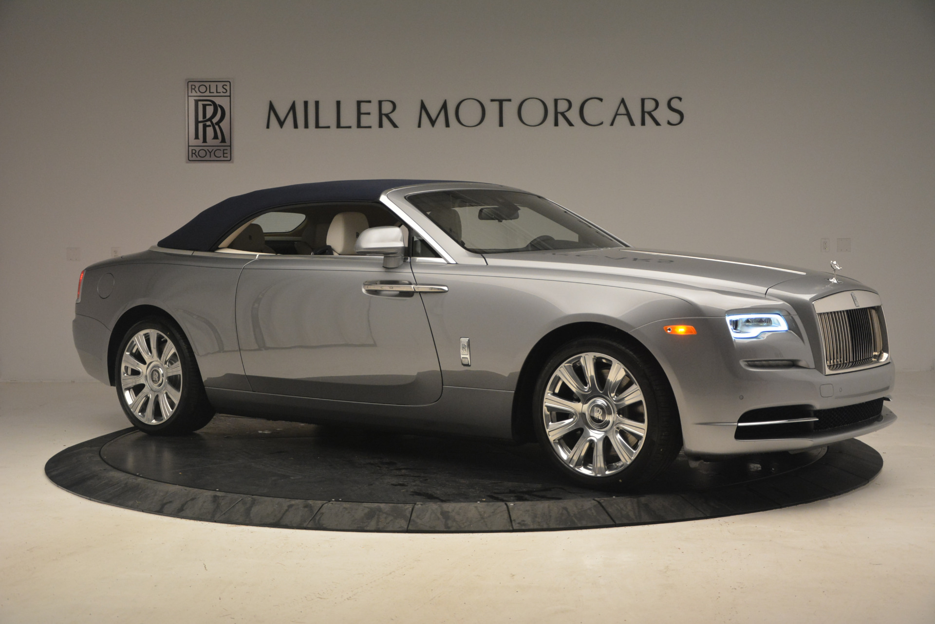 Used 2017 Rolls-Royce Dawn  For Sale In Greenwich, CT 940_p22