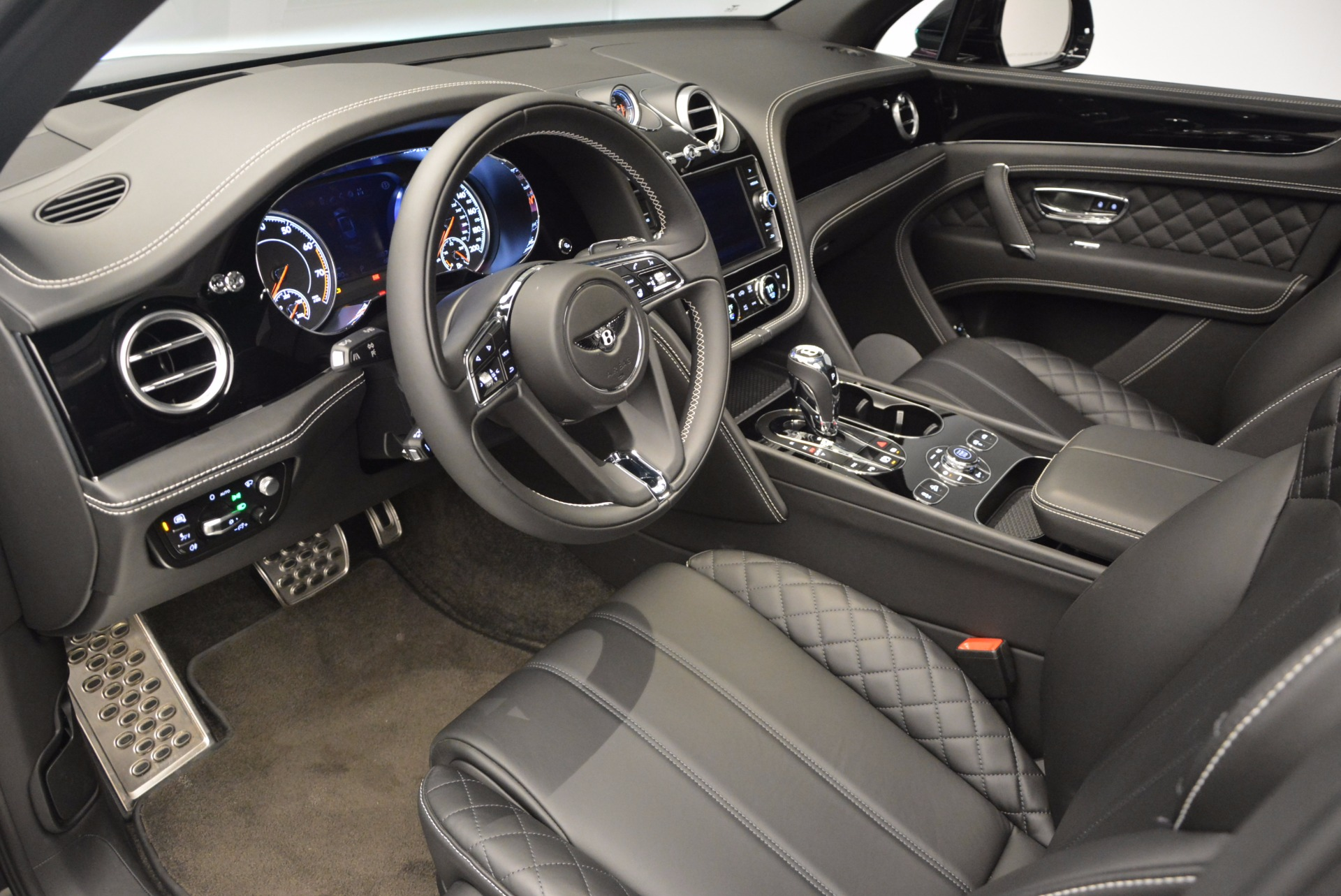 New 2017 Bentley Bentayga  For Sale In Greenwich, CT 941_p23