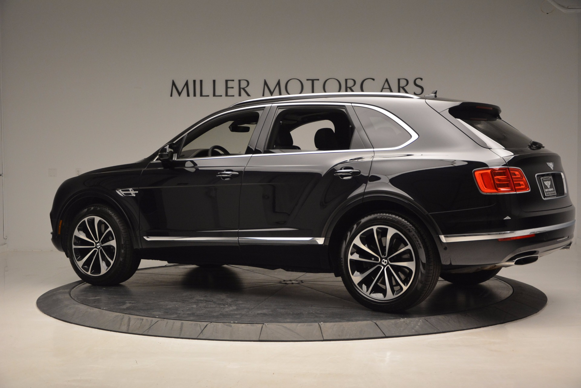 New 2017 Bentley Bentayga  For Sale In Greenwich, CT 941_p4