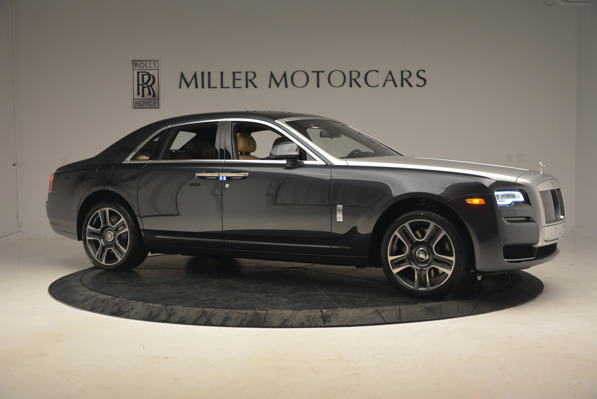 Used 2017 Rolls-Royce Ghost  For Sale In Greenwich, CT 954_p10