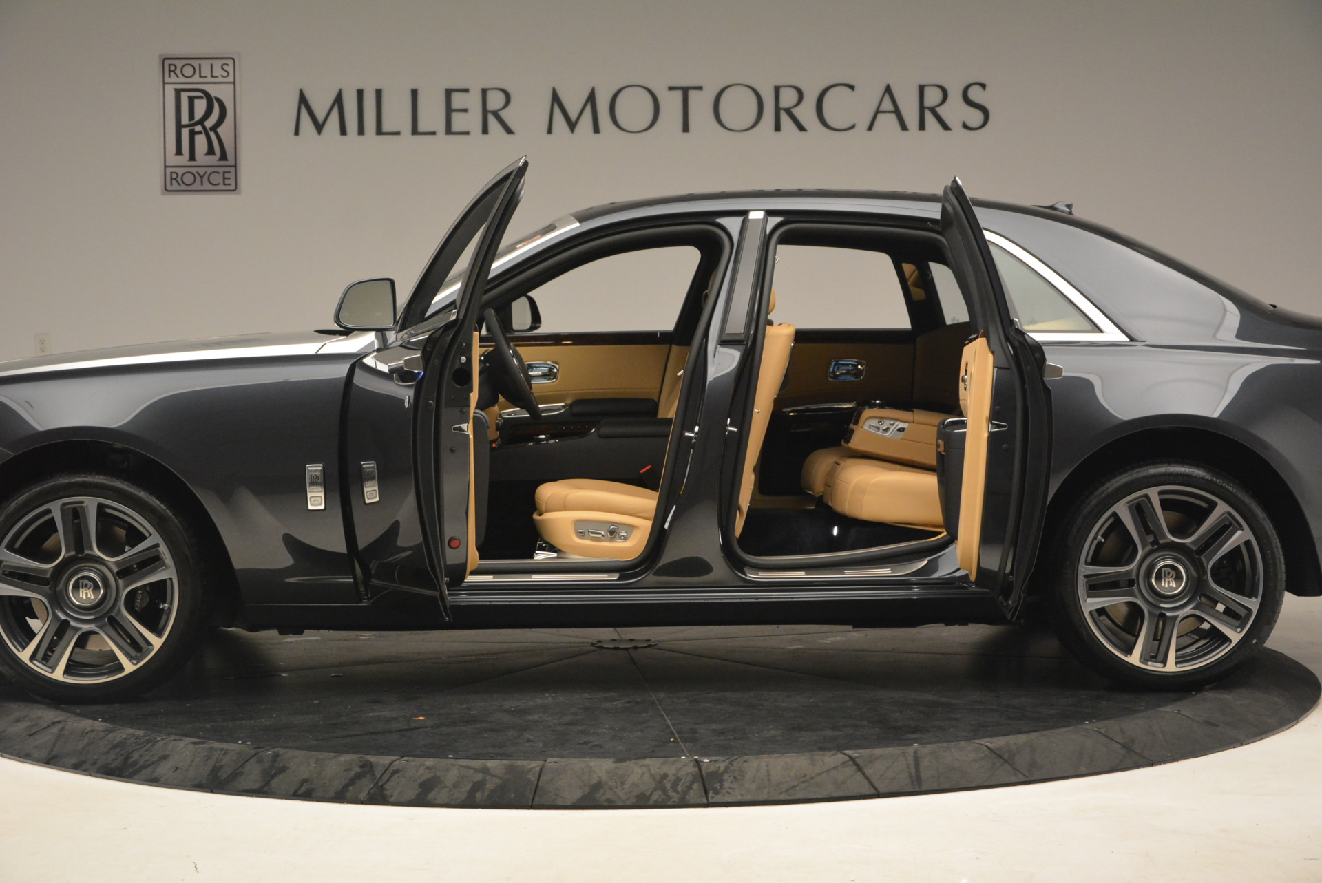 Used 2017 Rolls-Royce Ghost  For Sale In Greenwich, CT 954_p14