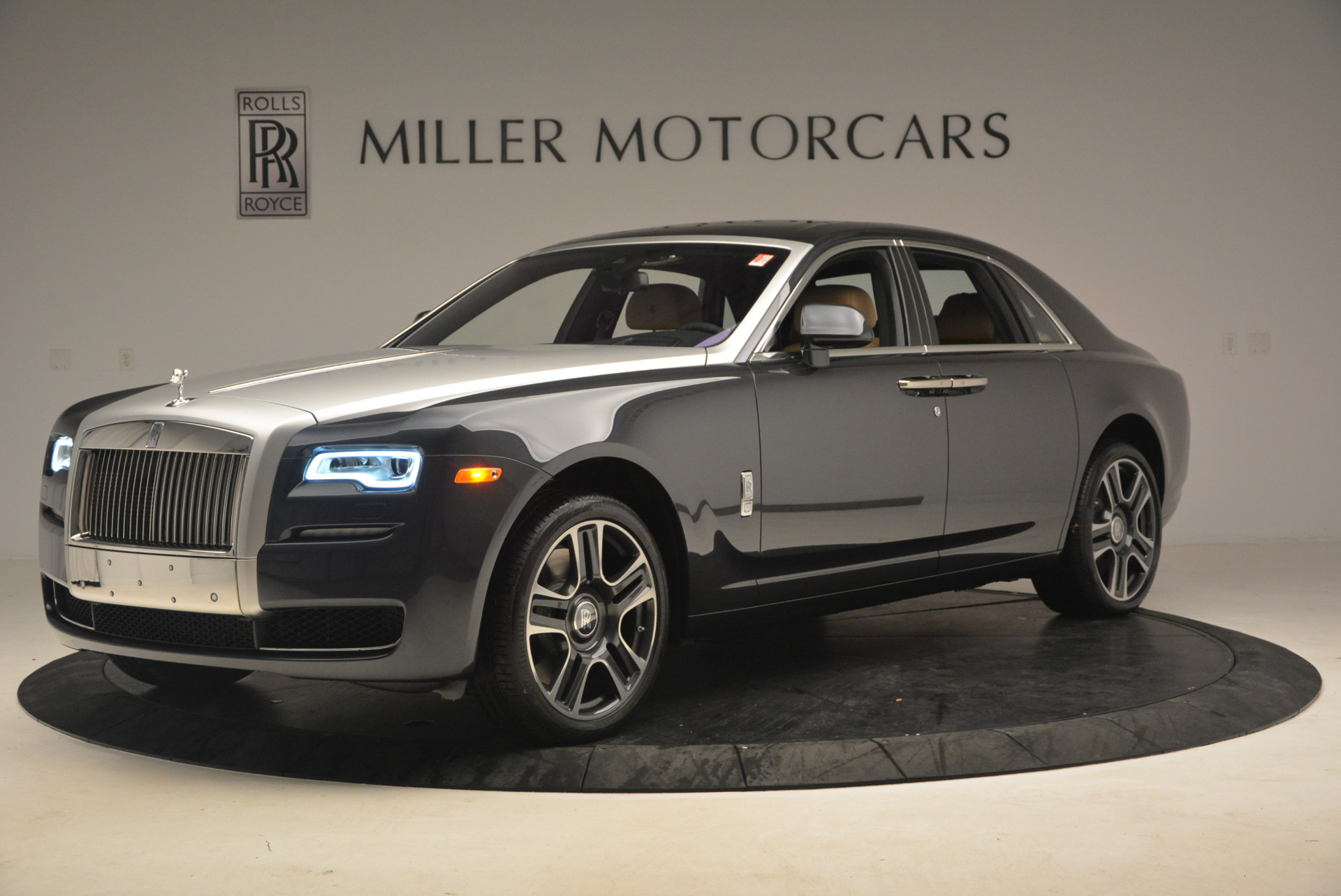 Used 2017 Rolls-Royce Ghost  For Sale In Greenwich, CT 954_p2