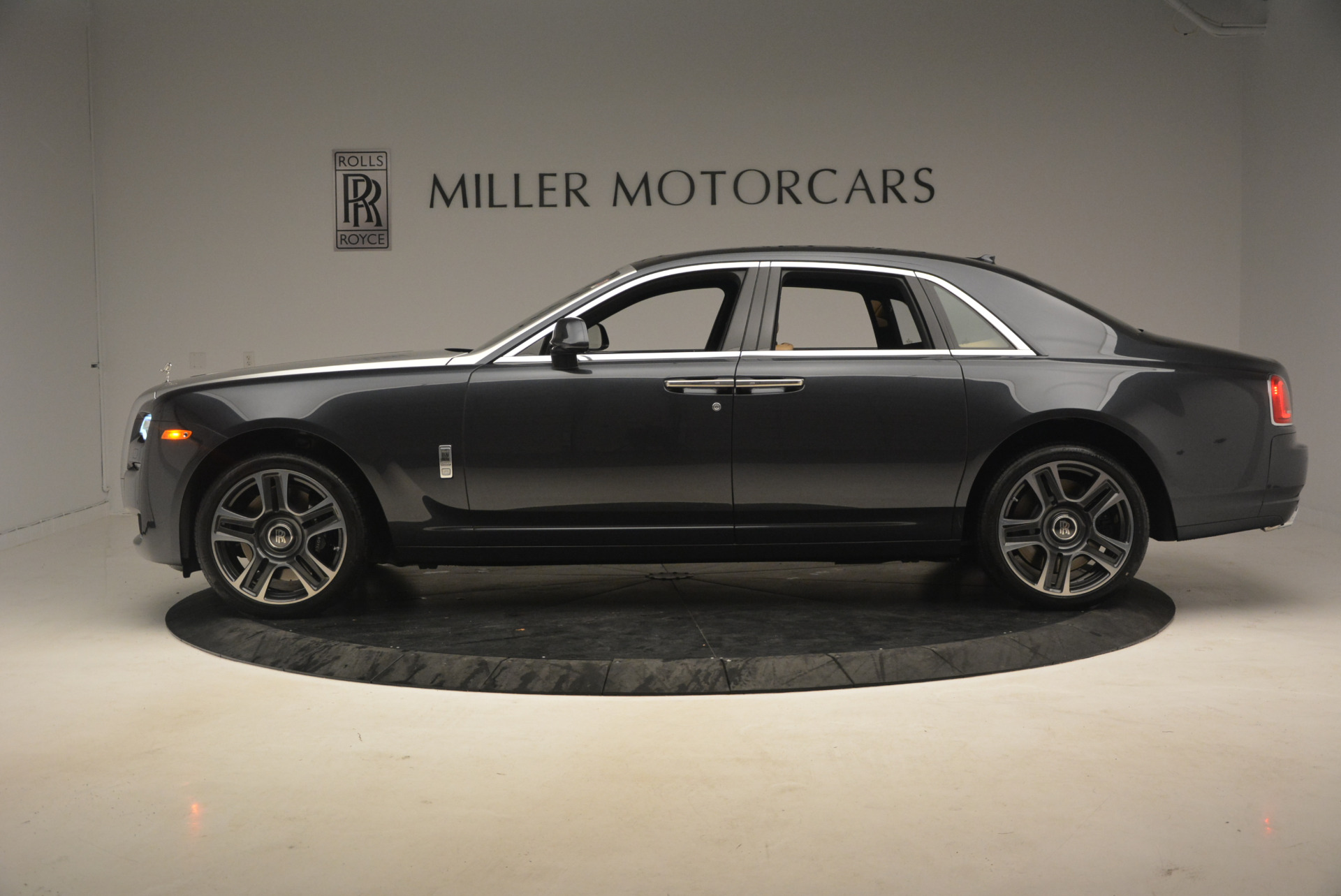 Used 2017 Rolls-Royce Ghost  For Sale In Greenwich, CT 954_p3