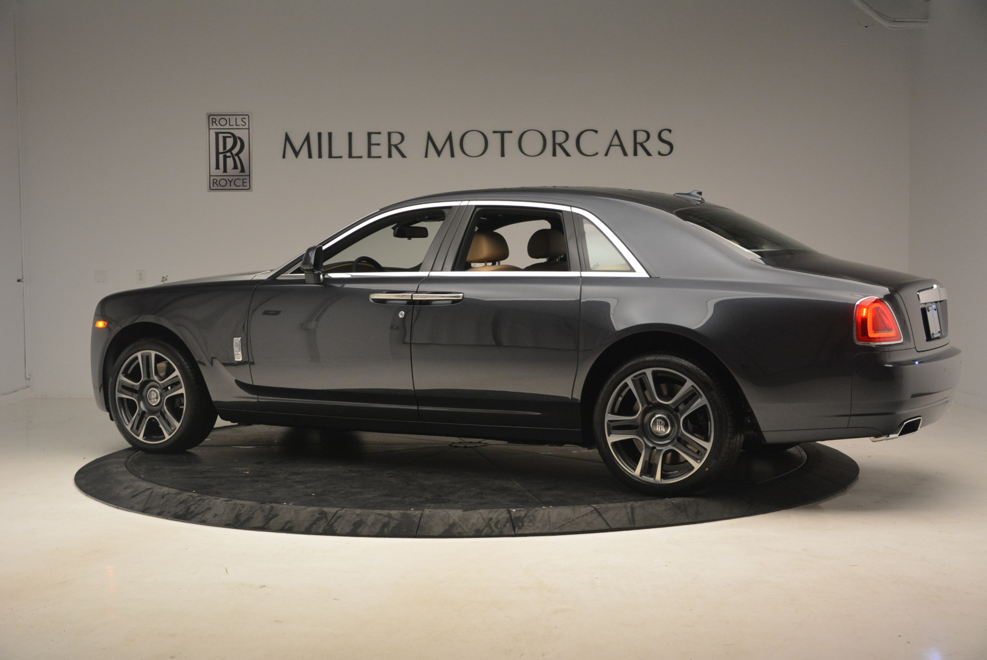 Used 2017 Rolls-Royce Ghost  For Sale In Greenwich, CT 954_p4