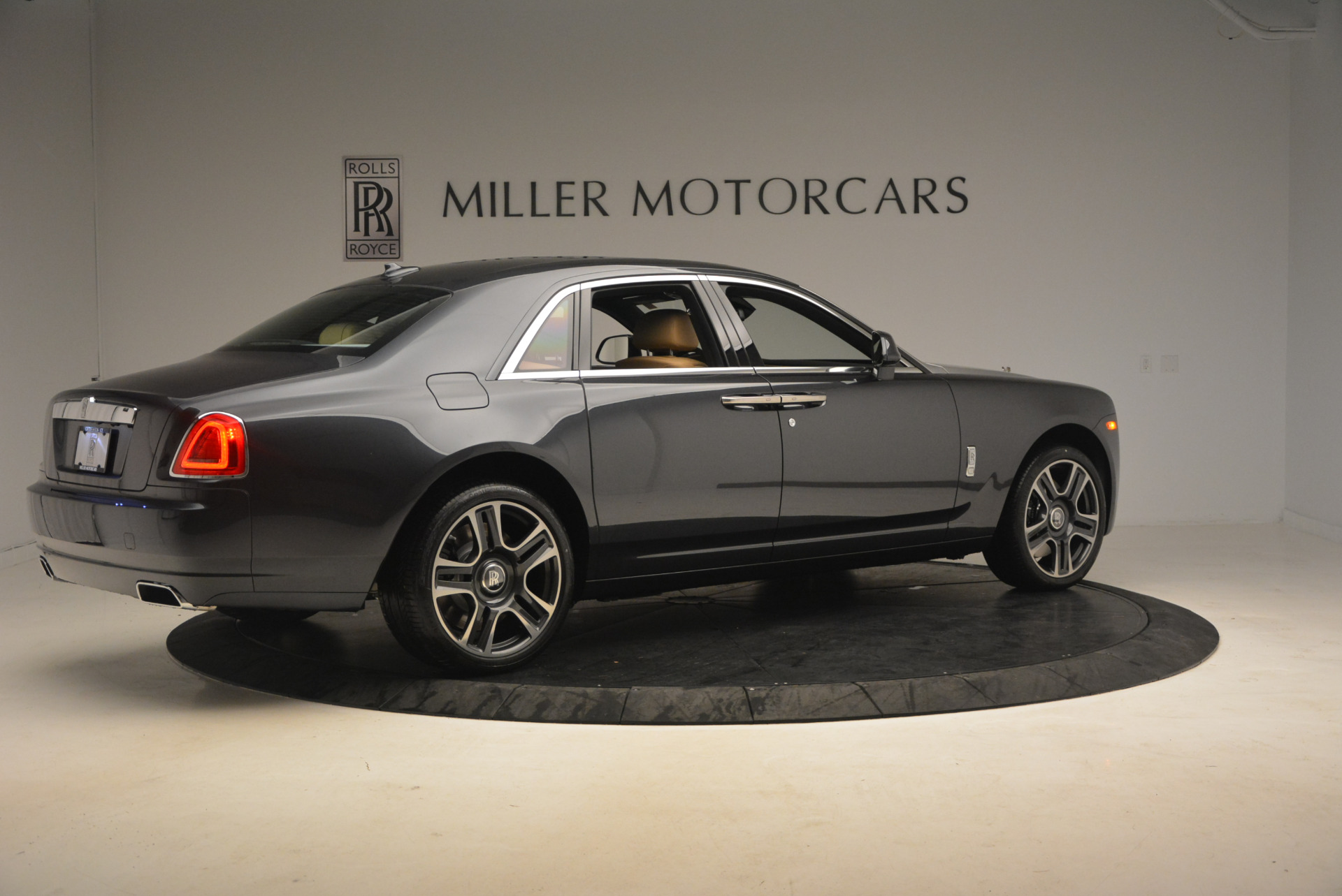 Used 2017 Rolls-Royce Ghost  For Sale In Greenwich, CT 954_p8