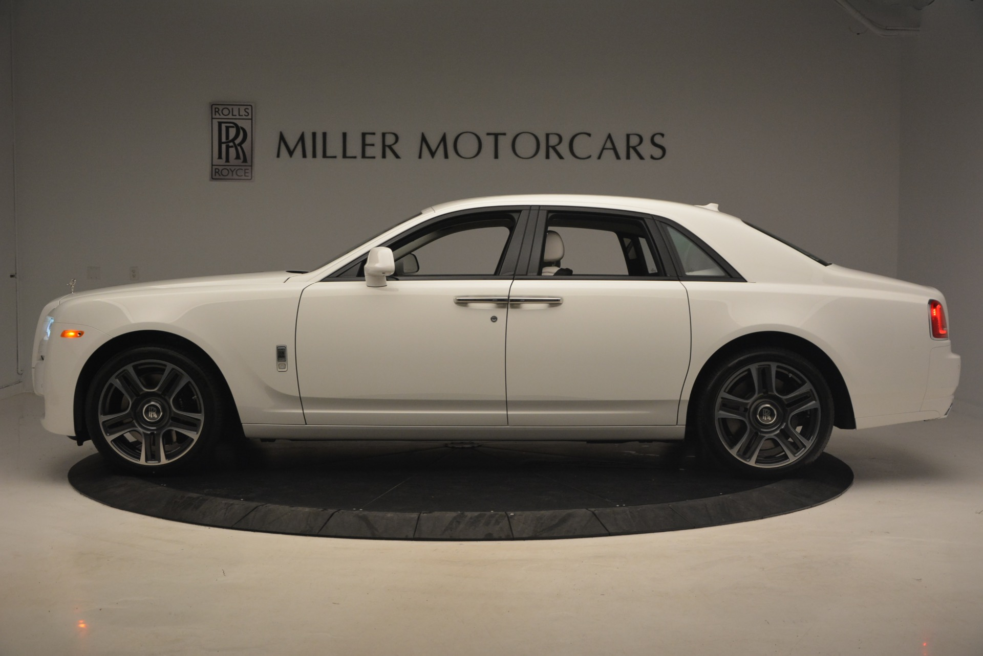 Used 2017 Rolls-Royce Ghost  For Sale In Greenwich, CT 971_p3